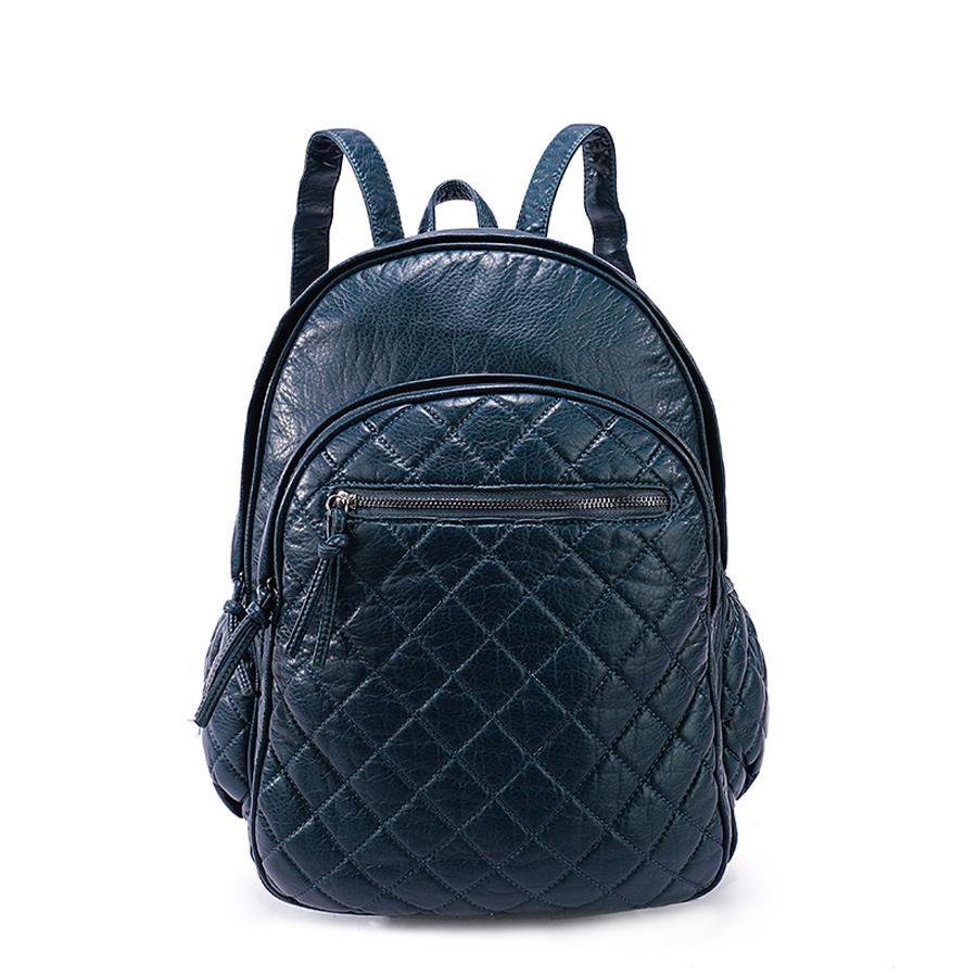 Рюкзак женский Orsa Oro, цвет: темно-синий. D-193/1S76245Стильный женский рюкзак Orsa Oro выполнен из экокожи и оформлен стегаными элементами. Модель с двумя отделениями застегивается на молнию. Лицевая сторона оформлена двумя карманами на молнии - один объемный, другой плоский, боковые стороны дополнены карманами на молнии, задняя сторона оформлена прорезным карманом на молнии. Изделие содержит внутренний прорезной карман на молнии и два накладных кармана. Рюкзак оснащен удобными плечевыми лямками регулируемой длины, а также петлей для подвешивания.