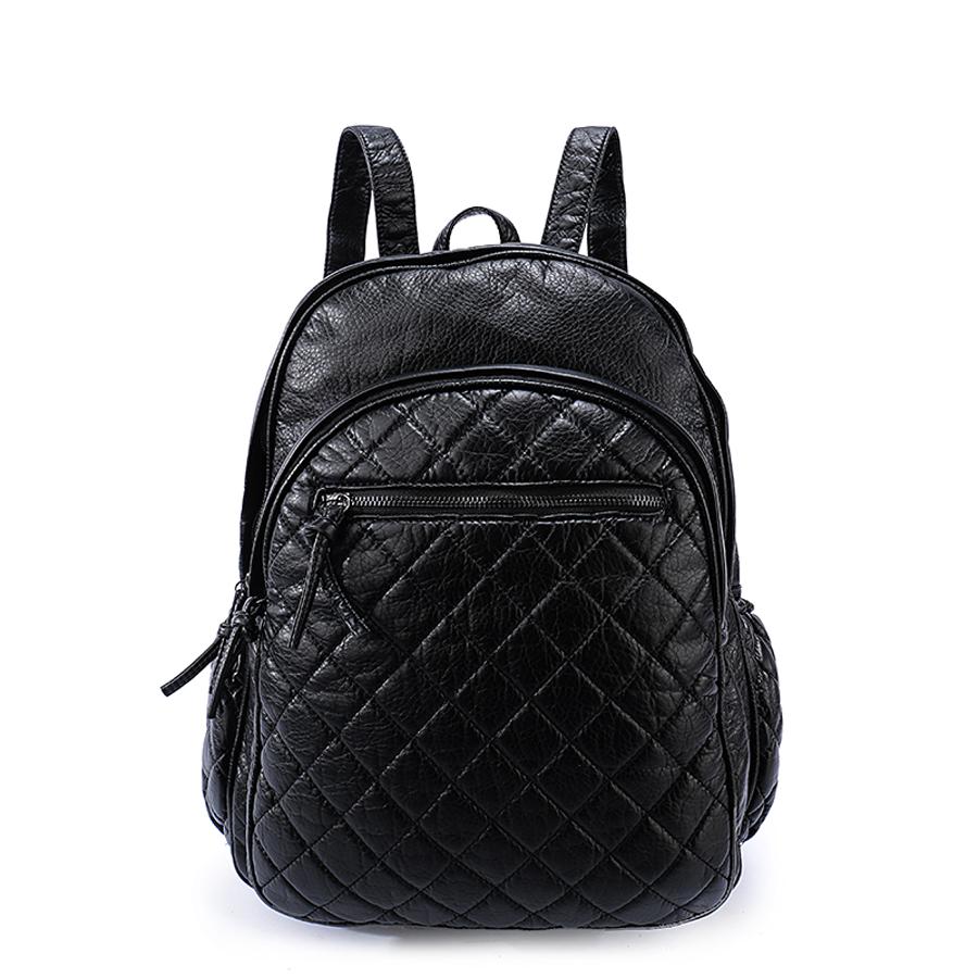 Рюкзак женский Orsa Oro, цвет: черный. D-193/59101225Стильный женский рюкзак Orsa Oro выполнен из экокожи и оформлен стегаными элементами. Модель с двумя отделениями застегивается на молнию. Лицевая сторона оформлена двумя карманами на молнии - один объемный, другой плоский, боковые стороны дополнены карманами на молнии, задняя сторона оформлена прорезным карманом на молнии. Изделие содержит внутренний прорезной карман на молнии и два накладных кармана. Рюкзак оснащен удобными плечевыми лямками регулируемой длины, а также петлей для подвешивания.
