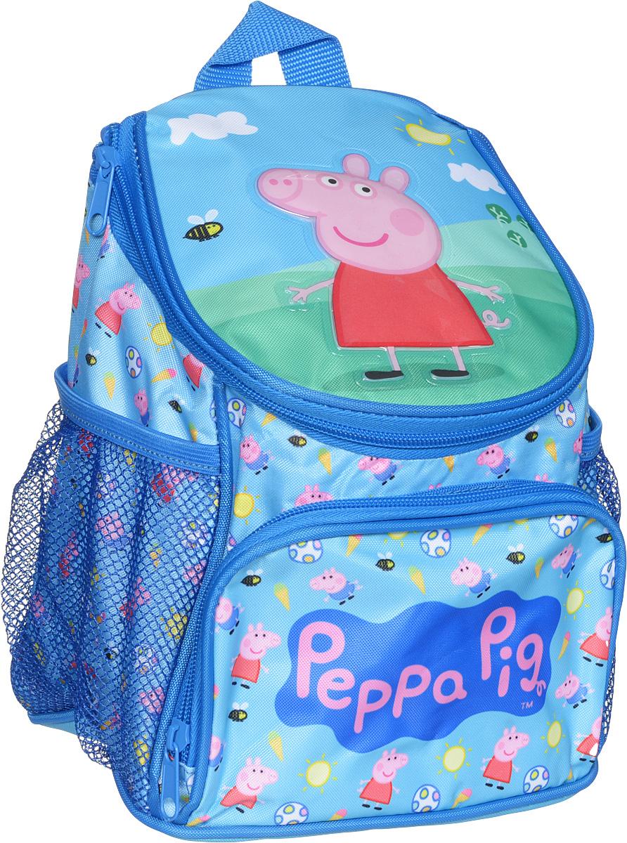 Peppa Pig Рюкзак дошкольный Пеппа на лужайке72523WDМилый дошкольный рюкзачок от Peppa Pig Пеппа и уточка - обязательно понравится каждой юному любителю этого популярного мультфильма. Рюкзак выполнен из прочного полиэстера и водонепроницаемой ткани, украшен привлекательным принтом и объемной аппликацией (PVC) свинки Пеппы на лужайке. Рюкзак имеет одно внутреннее отделение на молнии, регулируемые лямки, специальную ручку для размещения на вешалке, лицевой карман на молнии и два сетчатых боковых кармашка на резинке.Таким образом, рюкзак будет с вашей малышкой на протяжении многих лет. Порадуйте свою малышку таким замечательным подарком!