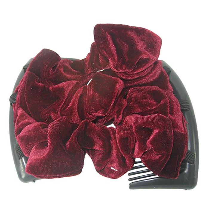 Montar Заколка Монтар, бордоваяSB 230Удобная и практичная MONTAR напоминает Изи Коум.Подходит для любого типа волос: тонких, жестких, вьющихся или прямых, и не наносит им никакого вреда. Заколка не мешает движениям головы и не создает дискомфорта, когда вы отдыхаете или управляете автомобилем.Каждый гребень имеет по 20 зубьев для надежной фиксации заколки на волосах! И даже во время бега и интенсивных тренировок в спортзале Изи Коум не падает; она прочно фиксирует прическу, сохраняя укладку в первозданном виде.Небольшая и легкая заколка поместится в любой дамской сумочке, позволяя быстро и без особых усилий создавать неповторимые прически там, где вам это удобно. Гребень прекрасно сочетается с любой одеждой: будь это классический или спортивный стиль, завершая гармоничный облик современной леди. И неважно, какой образ жизни вы ведете, если у вас есть MONTAR, вы всегда будете выглядеть потрясающе.Применение:1) Вставьте один из гребней под прическу вогнутой стороной к поверхности головы.2) Поместите пальцы рук в заколку, чтобы придержать волосы, и закрепите первый гребень.3) Второй гребень оберните поверх прически и вставьте с другой стороны вогнутой поверхностью к голове и закрепите его.