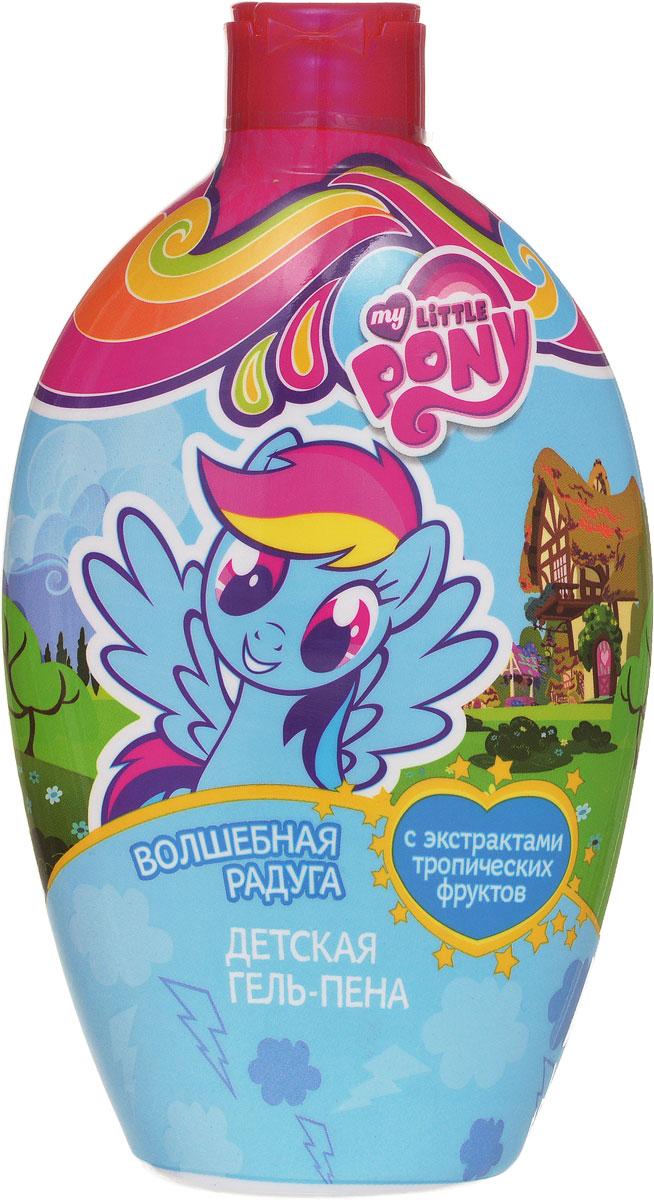 """Маленькие Пони обожают принимать ванну вместе с гель-пеной """"Волшебная радуга"""", так как это и мягкий гель для душа и воздушная пена для ванн в одном флаконе! Содержит натуральные экстракты тропических фруктов (манго, инжир, абрикос) и персиковое масло, питает и увлажняет, насыщает витаминами. Для детей любого возраста (0+). Не содержит красителей, аллергенов, SLS, парабенов, силиконов и минеральных масел."""