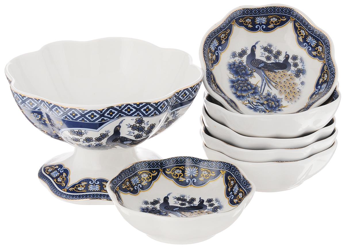 Набор для варенья Elan Gallery Павлин синий, 7 предметов54 009312Набор для варенья Elan Gallery Павлин синий состоит из вазы и 6 розеток для варенья. Предметы набора выполнены из высококачественной керамики и оформлены красочным изображением павлина. Изящная форма, яркий дизайн и функциональность позволят набору занять достойное место в вашем кухонном инвентаре. Набор упакован в подарочную коробку. Внутренняя часть коробки задрапирована белой атласной тканью. Не рекомендуется применять абразивные моющие вещества. Не использовать в микроволновой печи. Диаметр вазы по верхнему краю: 14 см. Высота вазы: 8,5 см. Диаметр розетки: 10 см. Высота розетки: 3,5 см.