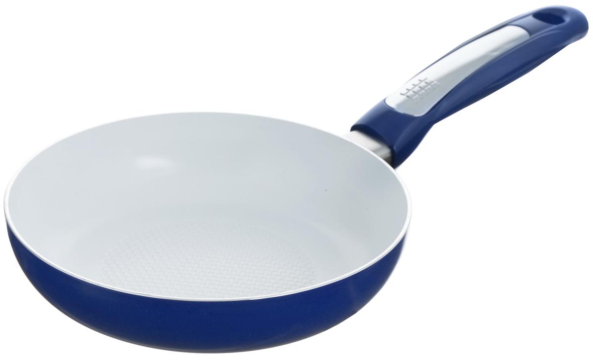 Сковорода Calve Premium Quality, с керамическим покрытием. Диаметр 20 см. CL-191543412Сковорода Calve Premium Quality изготовлена из высококачественного алюминия с керамическим покрытием. С таким покрытием пища не пригорает и не прилипает к стенкам. Готовить можно с минимальным количеством подсолнечного масла. Сковорода быстро разогревается, распределяя тепло по всей поверхности, чтопозволяет готовить в энергосберегающем режиме, значительно сокращаявремя, проведенное у плиты. Сковорода оснащена удобной ручкой, выполненной из бакелита. Такая ручка не нагревается в процессе готовки и обеспечивает надежный хват.Подходит для всех типов плит, включая индукционные. Можно мыть в посудомоечной машине.Диаметр сковороды (по верхнему краю): 20 см. Высота стенки: 4 см. Длина ручки: 16,5 см.Диаметр индукционного дна: 12 см.