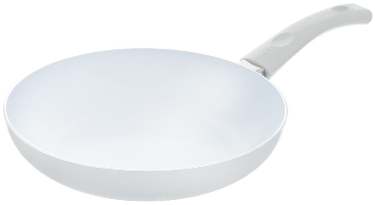 Сковорода Calve, с керамическим покрытием, цвет: белый. Диаметр 24 см54 009312Сковорода Calve выполнена из высококачественного алюминия с керамическим покрытием, благодаря чему пища не пригорает и не прилипает во время готовки. А также изделие имеет внешнее элегантное жаростойкое покрытие. Сковорода оснащена удобной бакелитовой ручкой с отверстием для подвешивания. Подходит для всех типов плит, кроме индукционных. Можно мыть в посудомоечной машине. Диаметр сковороды (по верхнему краю): 24 см. Высота стенки: 5 см. Длина ручки: 17 см. Диаметр основания: 15 см. Толщина стенок: 2,5 мм.