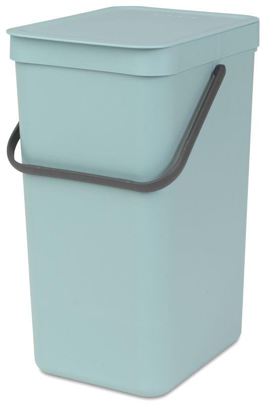 Ведро для мусора Brabantia Sort & Go, цвет: мятный, 16 л109843Эти 16-литровые ведра можно использовать для раздельного сбора любых домашних отходов, например, бутылок, банок или пластиковой упаковки. Большая ручка и удобный захват снизу позволяют удобно освободить ведро от мусора. Идеальное решение для раздельного сбора домашних отходов. Может использоваться на полу или крепиться к стене – в комплект входит настенный держатель; Имеются идеально подходящие по размеру мешки Brabantia PerfectFit с завязками (размер D) – удобно устанавливаются в ведро; Гарантия 10 лет