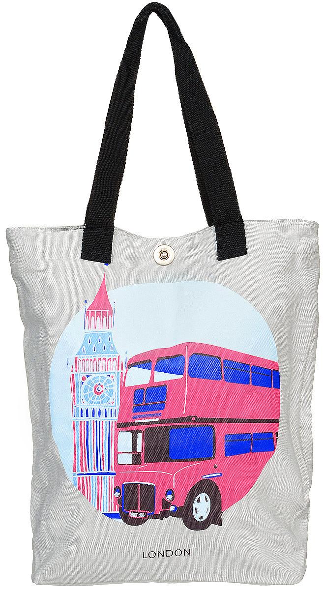 Сумка женская Kawaii Factory Лондон, цвет: серый. KW106-0000543-47660-00504Тема городов мирового значения остается актуальной уже многие года. Теперь в ряде принтов столиц появился Лондон. Погода в Лондоне славится своей туманностью и дождливостью. Фон города кажется серым с первого взгляда, что явно отражается на основном цвете сумки, но яркие здания и архитектура - четкийштрих, который преображает общий вид столицы Великобритании, и принт сумки подчеркивает эту особенность!Сумка Лондон от Kawaii Factory- незаменимый аксессуар для прогулок по любимому городу и шоппинга. Стильная тканевая сумка изготовлена прочного, легкого материала, ухаживать за которым легко - он моется водой и чистится. Высота ручек позволяет с одинаковым комфортом и удобством носить ее на плече и сгибе руки. Внутреннее отделение данной женской сумки оснащено двумя открытыми карманамидля телефона, ключей, блокнота, документов и одного кармана на застежке-молнии. Сбоку спрятан дополнительный карман на молнии. Изделие застегивается на удобную застежку-кнопку. Оригинальная молодежная тканевая сумка замечательно сочетается с нарядом любого цвета, благодаря тому, что яркий принт размещен на нежном светлом фоне.