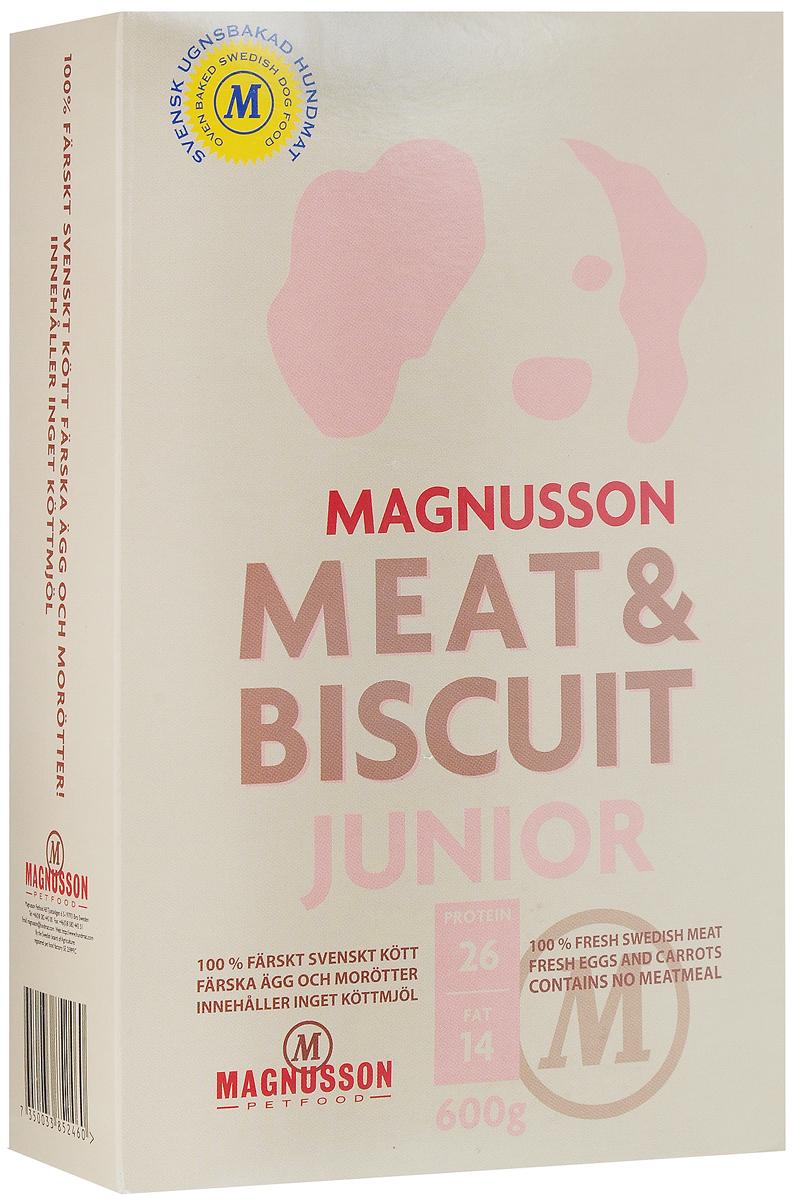 Корм сухой Magnusson Junior, для щенков, беременных и кормящих сук, 600 г4620002670863Здоровье собаки формируется в первый год жизни и самое важное в этот период - правильное кормление.Корма массового производства обрабатывают маслом для восстановления потерянных в процессе производства животных жиров. Чтобы масло не портилось добавляется консервант, чтобы консервант не горчил, а корм привлекательно пах - усилители вкуса и запаха. Иногда добавляются ферменты, помогающие переварить корм с добавками. Запекание сохраняет животные жиры, поэтому корм Magnusson Junior не обрабатывается маслом, не содержит консервант и другие химические добавки. Источником животного белка является филейная часть говядины (46% свежего мяса) без добавления мясной, рыбной, куриной муки или субпродуктов. Свежие яйца в сочетании с говядиной обеспечивают лучшее качество белка. Свежая морковь, также входящая в состав корма, является источником витамина А, регулирует углеводный обмен и оказывает положительное воздействие на работу пищеварительной системы вашей собаки. Источником углеводов является пшеница грубого помола, выращенная без применения удобрений и пестицидов. Пшеница является растительным продуктом с высокой усвояемостью, обеспечивает энергетические нужды организма, а также помогает синтезу аминокислот и ДНК - носителя генетической информации. Собаки нуждаются в витаминах и микроэлементах в небольших количествах, по сравнению с другими питательными веществами. Тем не менее, они жизненно необходимы. Для правильного формирования скелета, здоровых и крепких костей щенку нужны кальций и витамин D, а беременным и кормящим сукам - кальций и фосфор. Дневная норма витаминов и микроэлементов в достаточном количестве для здорового роста и развития вашей собаки уже содержатся в данном корме.Для щенков в возрасте от 3 недель корм необходимо давать в виде каши. Используйте блендер или просто залейте корм чистой водой и через несколько минут размешайте ложкой до состояния каши.Щенкам от 7-8 недель и 