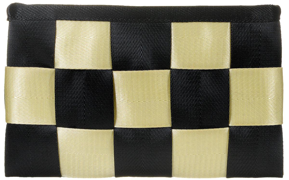 Сумка-клатч женская Kawaii Factory Chess, цвет: черный, бежевый. KW106-00003623008Яркий и современный клатч Chess от Kawaii Factory станет модным дополнением вашего образа во время прогулок, вечеринок или путешествий. Изделие соединяет в себе стильное оформление, высококачественную ткань и большое внутреннее пространство, состоящее из основного отделения, кармана для телефона, кармашка для ключей и кармана на застежке-молнии для разных мелочей. Клатч закрывается при помощи молнии. Экстравагантная маленькая сумка будет прекрасно гармонировать с повседневным нарядом. Разукрасьте городские серые будни, смело приковывая взгляды окружающих!