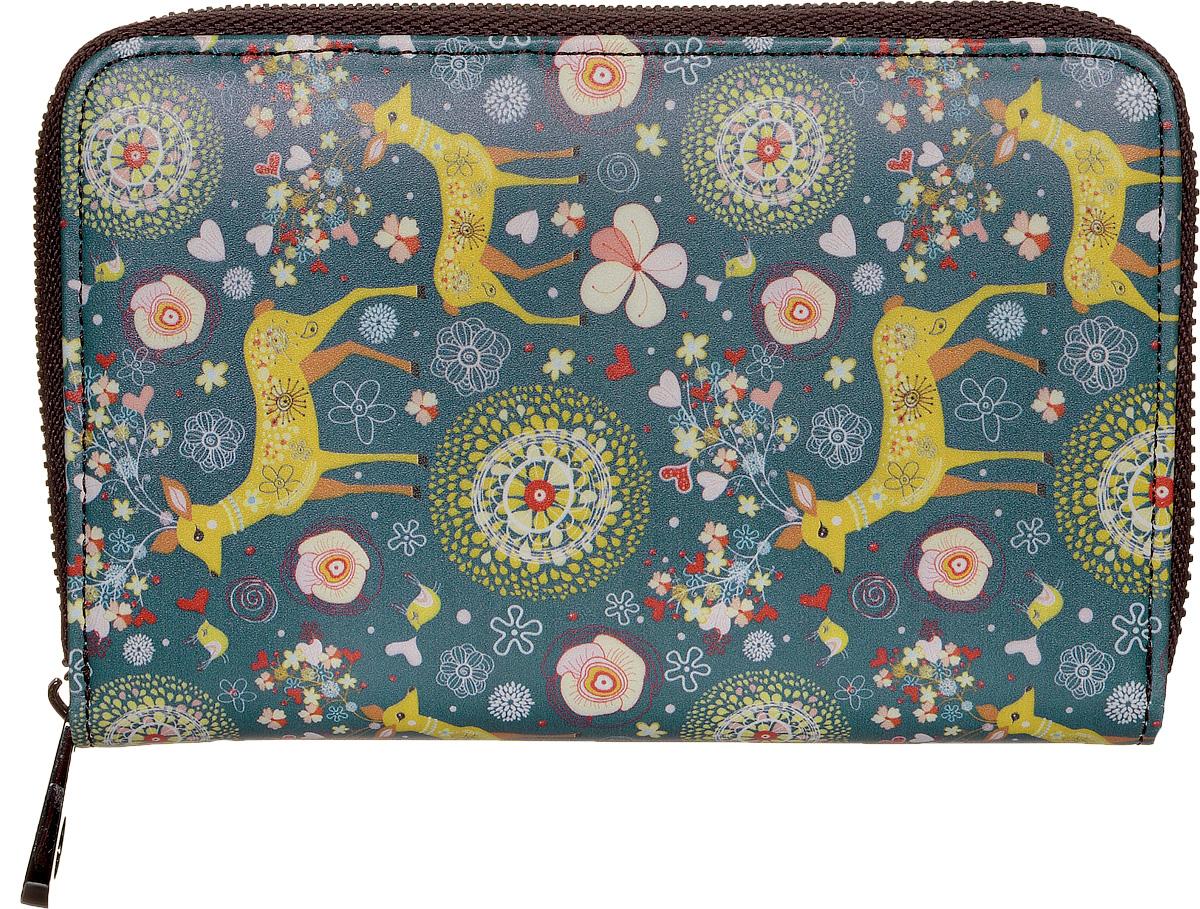 Кошелек женский Kawaii Factory Олени, цвет: серо-синий. KW057-000528W16-32125_101Компактный кошелек Олени от Kawaii Factory выполнен из натуральной кожи и оформлен ярким принтом с оленями. Изделие имеет два разворота и закрывается на застежку-молнию. Внутри кошелек состоит из одного отделения для купюр, шести карманов для визиток, двух кармашков для чеков и мелких бумаг, двух карманов с окошком из прозрачного пластика и отделения для мелочи, закрывающегося клапаном на кнопку.Кошелек Олени от Kawaii Factory компактный, вместительный и удобный. Он отлично смотрится с любым образом и определенно подойдет молодым девушкам, которые любят яркие и оригинальные аксессуары.