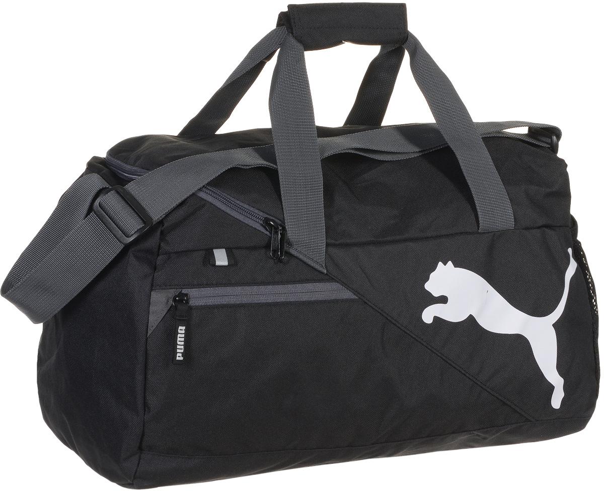 Сумка спортивная мужская Puma Fundamentals Sports Bag S, цвет: черный. 0734990195428-924Надежная спортивная сумка от Puma Fundamentals Sports Bag S создана для переноски вашего снаряжения. Вместительная и функциональная, она будет незаменима на тренировках. Изделие оснащено: основным отделением на молнии с двумя бегунками, боковым карманом из сетчатого материала, карманом на молнии спереди, ручками из лямочной тесьмы с возможностью их соединения друг с другом и наплечной лямкой регулируемой длины. Внутренний функционал включает в себя висячий накладной карман внутри главного отделения, подкладку из полиэстера 150D с изнанкой из полиуретана и крепкую подложку дна для защиты вашего снаряжения. Сумка декорирована светоотражающим элементом спереди, металлическими язычками застежек-молний с символикой Puma и логотипом Puma Cat спереди. Основанный в 1948 году бренд Puma стал выбором многих героев мирового спорта. Дизайн Puma сосредоточен на стиле и функциональности моделей, поэтому коллекции брендовой одежды и обуви сочетают современный стиль с инновационными спортивными технологиями.