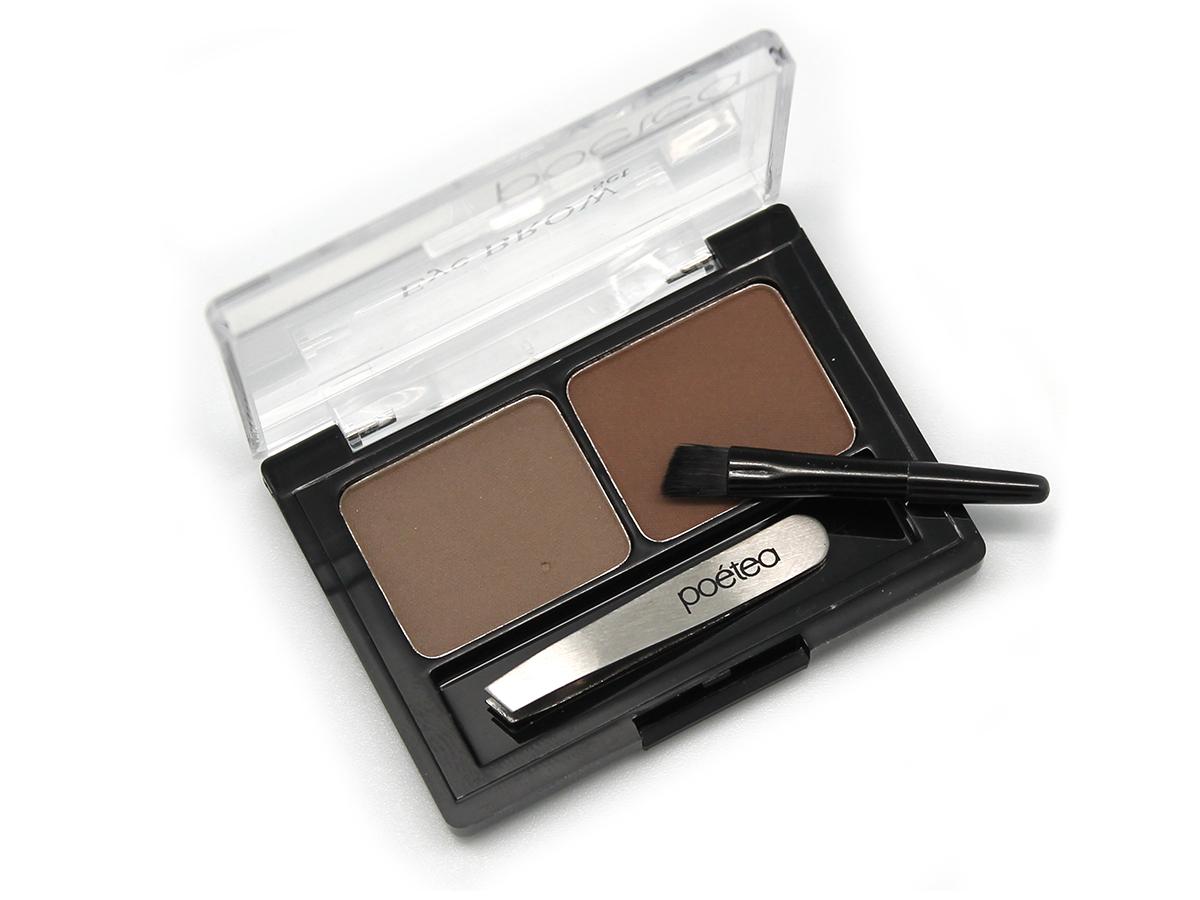 POETEQ набор для бровей Eyebrow Sat, тон 91, 4 гB4koP005Набор предназначен для создания правильной формы, корректировки цвета и густоты бровей, а также для создания деликатного или дымчатого контура глаз. Пудрированные, пигментированные тени для бровей высокой стойкости двух оттенков. Более темный оттенок применяется для прорисовки контура, более светлый для прокрашивания участков, незаполненных волосками. Тени обладает лёгкой шелковистой текстурой, прекрасно растушевываются и выглядят абсолютно естественно. Смягчающие и кондиционирующие добавки разглаживают непослушные волоски. Фиксация формы бровей происходит за счет полимерных добавок, введенных в состав теней. Микроструктурные полимеры застывают при нанесении, образуя ровное, гладкое, дышащие покрытие, устойчивое к воздействию солнца, тепла и пота. Миниатюрный пинцет для экстренного удаления лишних волосков. Кисточка с заострённым, скошенным краем, позволяющая точно и аккуратно прорисовывать контур и растушевывать и цветную пудру.