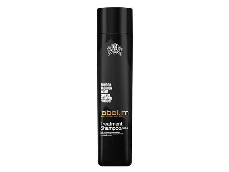 Label.m Шампунь Активный уход, 300 мл086-8-34417Легкий ежедневный уход за окрашенными волосами и волосами после химической обработки. Протеины сои и овса укрепляют волосы, не перегружая их. Пантенол, биотин и аминокислоты пшеницы увлажняют и придают блеск. Эксклюзивный комплекс Enviroshield защищает волосы от термического воздействия во время укладки и от УФ лучей.
