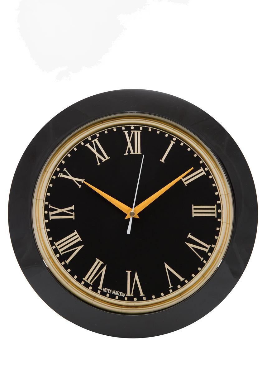 Часы настенные Mitya Veselkov Куранты, цвет: черный. MVC.NAST-01594672Настенные часы Mitya Veselkov Куранты из серии MVC станут отличным украшением вашего дома, офиса или детской комнаты. Часы имеют три стрелки - часовую, минутную и секундную. Часы изготовлены из качественного легкого пластика. Циферблат часов также закрыт пластиком. В случае падения часов со стены, данный материал гораздо безопаснее увесистых стекла и стали. На задней панели часы снабжены удобным отверстием для подвески на стену.Диаметр часов: 30 см. В часах установлен кварцевый механизм.