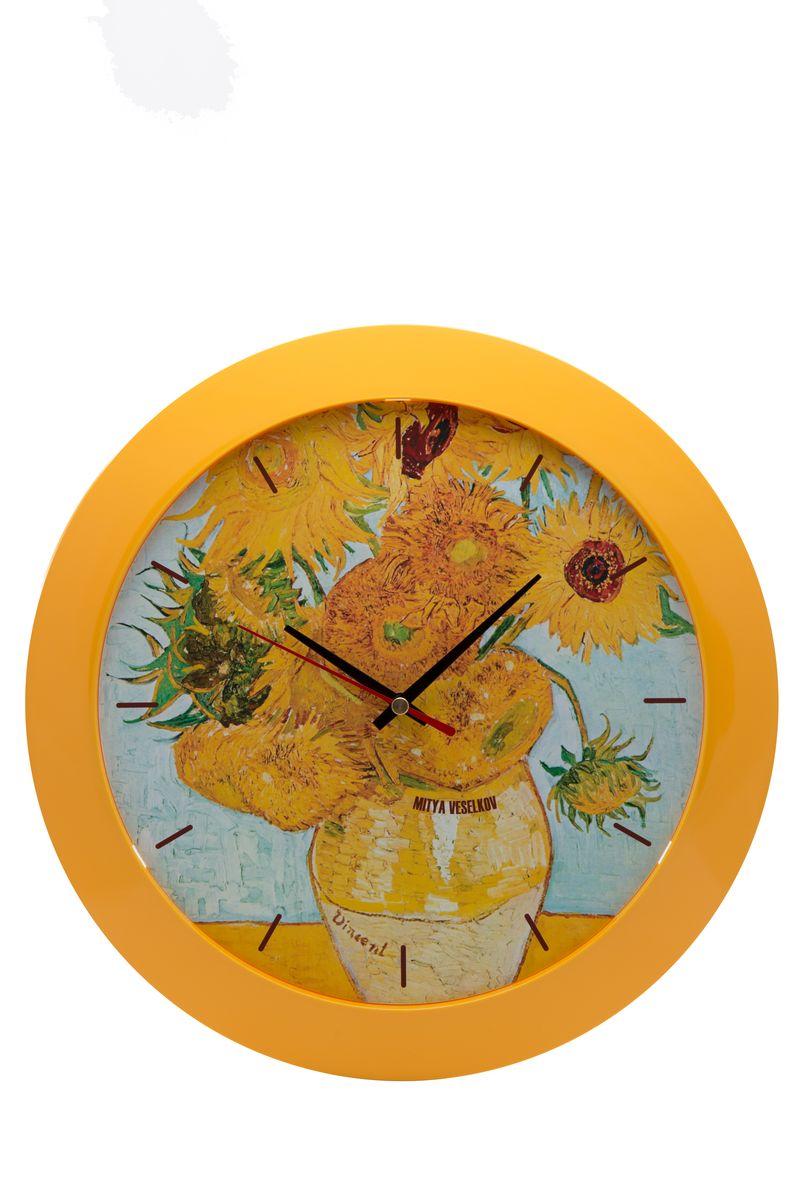 Часы настенные Mitya Veselkov Подсолнухи, цвет: желтый. MVC.NAST-020MVC.NAST-020Настенные часы Mitya Veselkov Подсолнухи из серии MVC станут отличным украшением вашего дома, офиса или детской комнаты. Часы имеют три стрелки - часовую, минутную и секундную. Часы изготовлены из качественного легкого пластика. Циферблат часов также закрыт пластиком. В случае падения часов со стены, данный материал гораздо безопаснее увесистых стекла и стали. На задней панели часы снабжены удобным отверстием для подвески на стену.Диаметр часов: 30 см. В часах установлен кварцевый механизм.