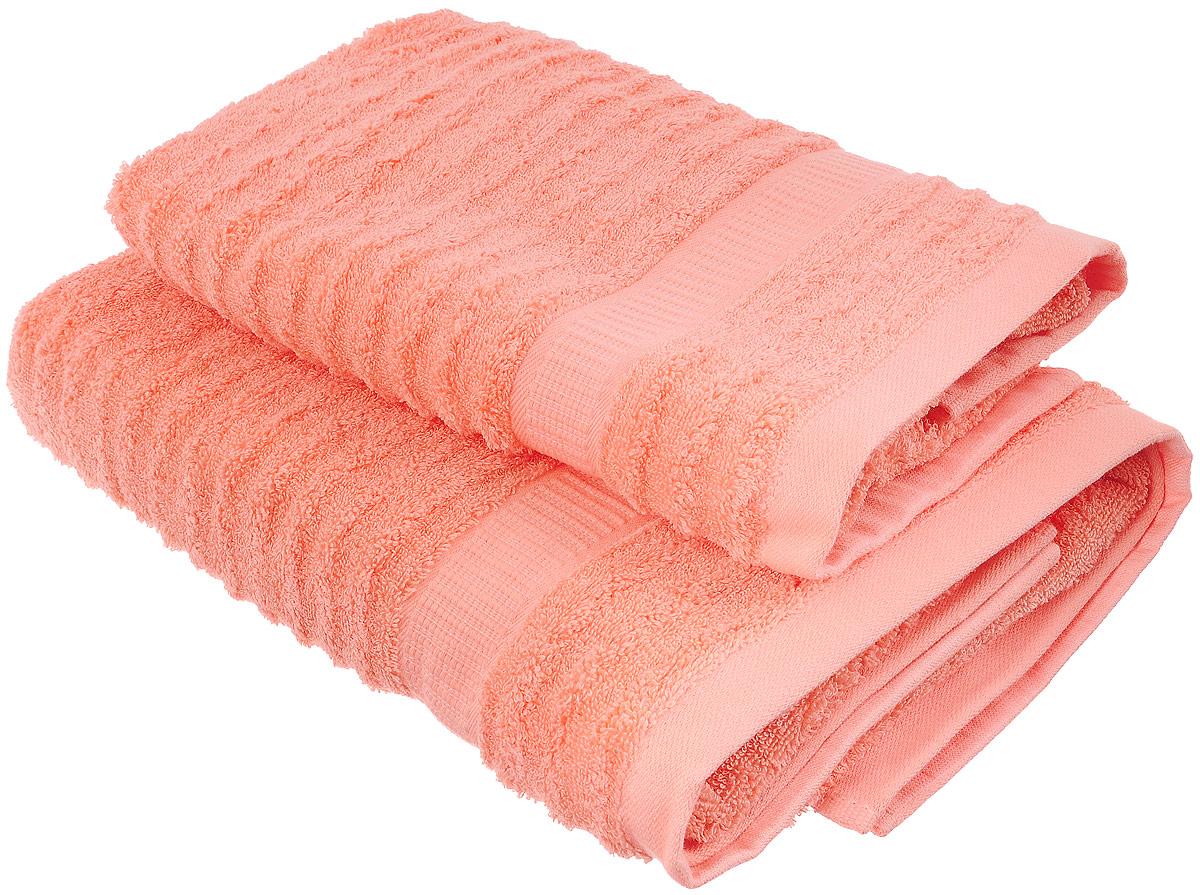 Набор хлопковых полотенец Home Textile, цвет: коралловый, 2 шт68/5/4Набор Home Textile состоит из двух полотенец разного размера, выполненных из качественной натуральной махры (100% хлопок). Полотенца имеют ворс различной длины, что создает рельефную текстуру и классический бордюр. Мягкие и уютные, они прекрасно впитывают влагу и легко стираются. Кроме того, хлопковые полотенца отличаются высокой износоустойчивостью и долгим сроком службы. Такой набор полотенец подарит массу положительных эмоций и приятных ощущений.Размер полотенец: 50 х 90 см, 70 х 140 см.