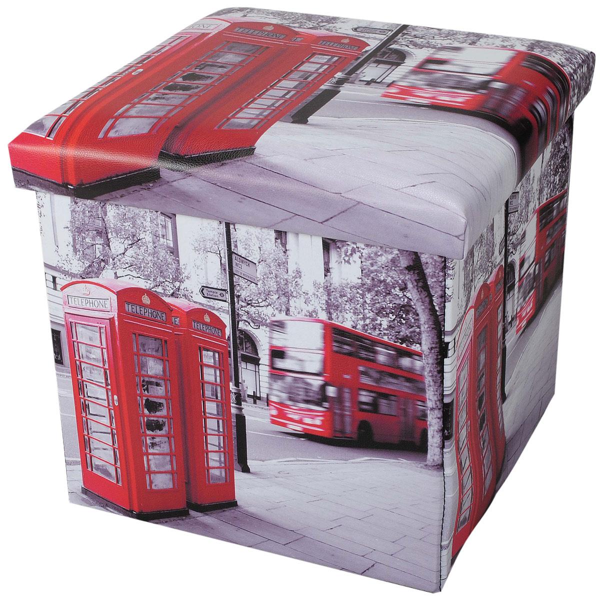 Пуф-короб для хранения HomeMaster Лондон, 38 х 38 х 38 смБрелок для ключейОчаровательный пуф-короб для хранения HomeMaster Лондон - удобный, компактный и стильный предмет интерьера. Изделие отличает актуальный дизайн и многофункциональность. На пуфе комфортно сидеть - он выдерживает вес до 90 кг. Верхняя часть пуфа представляет собой съемную мягкую крышку. Внутри можно хранить небольшие предметы домашнего обихода. Пуф-короб складной, благодаря чему его удобно хранить и перевозить. Такой пуф-короб займет достойное место в вашей гостиной или прихожей, а яркий рисунок с нотками лондонских мотивов впишется практически в любой интерьер.