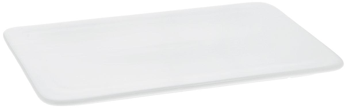 Блюдо Wilmax, прямоугольное, 25,5 х 14,5 см. WL-992635 / A867703Блюдо Wilmax прямоугольной формы изготовлено из высококачественного фарфора с глазурованным покрытием. Материал легкий, тонкий, свет без труда проникает сквозь изделие. Посуда имеет роскошную белизну, гладкость и блеск достигаются за счет особой рецептуры глазури. Изделие обладает низкой водопоглощаемостью, высокой термостойкостью и ударопрочностью, а также экологичностью. Посуда долговечна и рассчитана на постоянное интенсивное использование. Гладкая непористая поверхность исключает проникновение бактерий, изделие не будет впитывать посторонние запахи и сохранит первоначальный цвет. Блюдо плоское, оно прекрасно подойдет для подачи различных блюд, например, закусок, нарезок, сладостей. Такое блюдо украсит ваш праздничный или обеденный стол, а оригинальный дизайн придется по вкусу и ценителям классики, и тем, кто предпочитает утонченность и изысканность.Можно мыть в посудомоечной машине и использовать в микроволновой печи.
