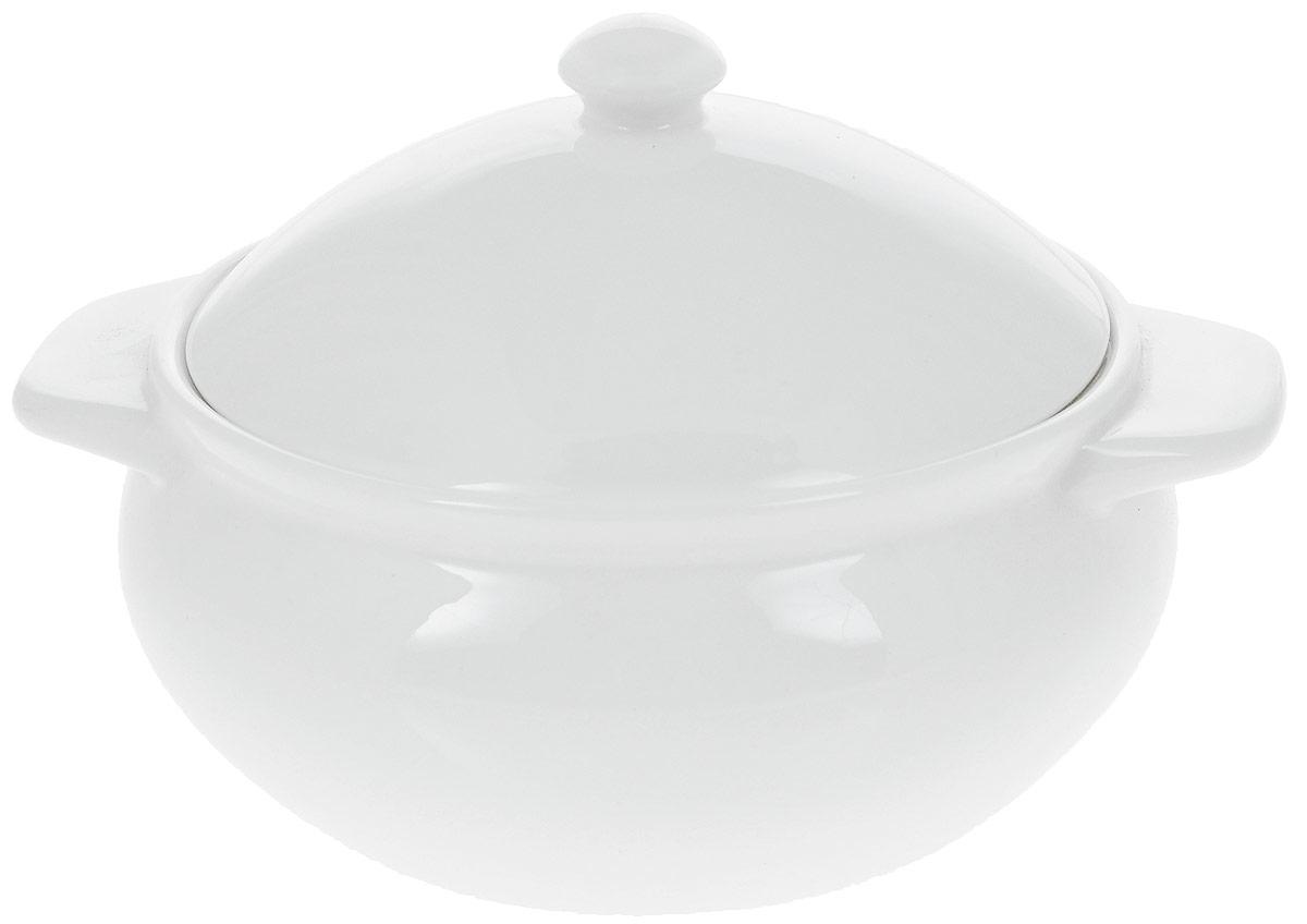 Горшок для запекания Wilmax, 450 мл54 009312Горшок для запекания Wilmax изготовлен из высококачественного фарфора с глазурованным покрытием. Материал легкий, тонкий, свет без труда проникает сквозь изделие. Посуда имеет роскошную белизну, гладкость и блеск достигаются за счет особой рецептуры глазури. Изделие обладает низкой водопоглощаемостью, высокой термостойкостью и ударопрочностью, а также экологичностью. Посуда долговечна и рассчитана на постоянное интенсивное использование. Гладкая непористая поверхность исключает проникновение бактерий, изделие не будет впитывать посторонние запахи и сохранит первоначальный цвет. Такой горшок идеален для запекания рыбы, мяса, овощей, приготовления жаркое, жульена и других блюд. Снабжен двумя ручками и крышкой. Изделие украсит ваш праздничный или обеденный стол, а оригинальный дизайн придется по вкусу и ценителям классики, и тем, кто предпочитает утонченность и изысканность.Можно использовать в микроволновой печи и духовке. Диаметр (по верхнему краю): 11,5 см. Ширина (с учетом ручек): 15 см. Высота (без учета крышки): 6 см.