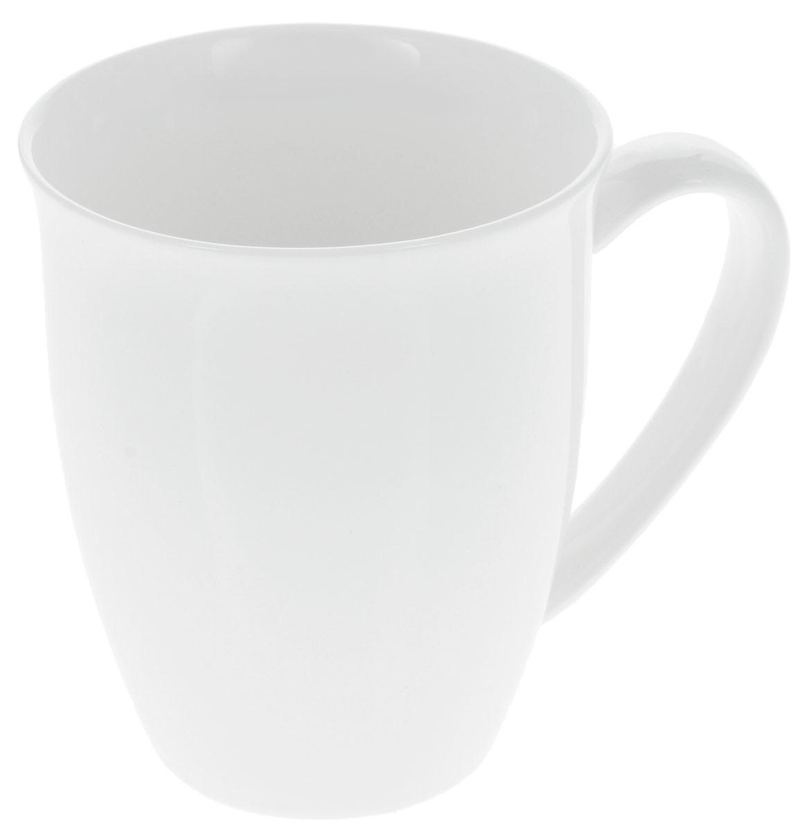 Кружка Wilmax, 350 мл. WL-993014 / A54 009312Кружка Wilmax изготовлена из высококачественного фарфора, покрытого глазурью. Материал легкий, тонкий, свет без труда проникает сквозь изделие. Посуда имеет роскошную белизну, гладкость и блеск достигаются за счет особой рецептуры глазури. Изделие обладает низкой водопоглощаемостью, высокой термостойкостью и ударопрочностью, а также экологичностью. Посуда долговечна и рассчитана на постоянное интенсивное использование. Гладкая непористая поверхность исключает проникновение бактерий, изделие не будет впитывать посторонние запахи и сохранит первоначальный цвет. Такая кружка пригодится в любом хозяйстве, она функциональная, практичная и легкая в уходе. Можно мыть в посудомоечной машине и использовать в микроволновой печи. Диаметр (по верхнему краю): 9 см. Высота стенки: 10,5 см.