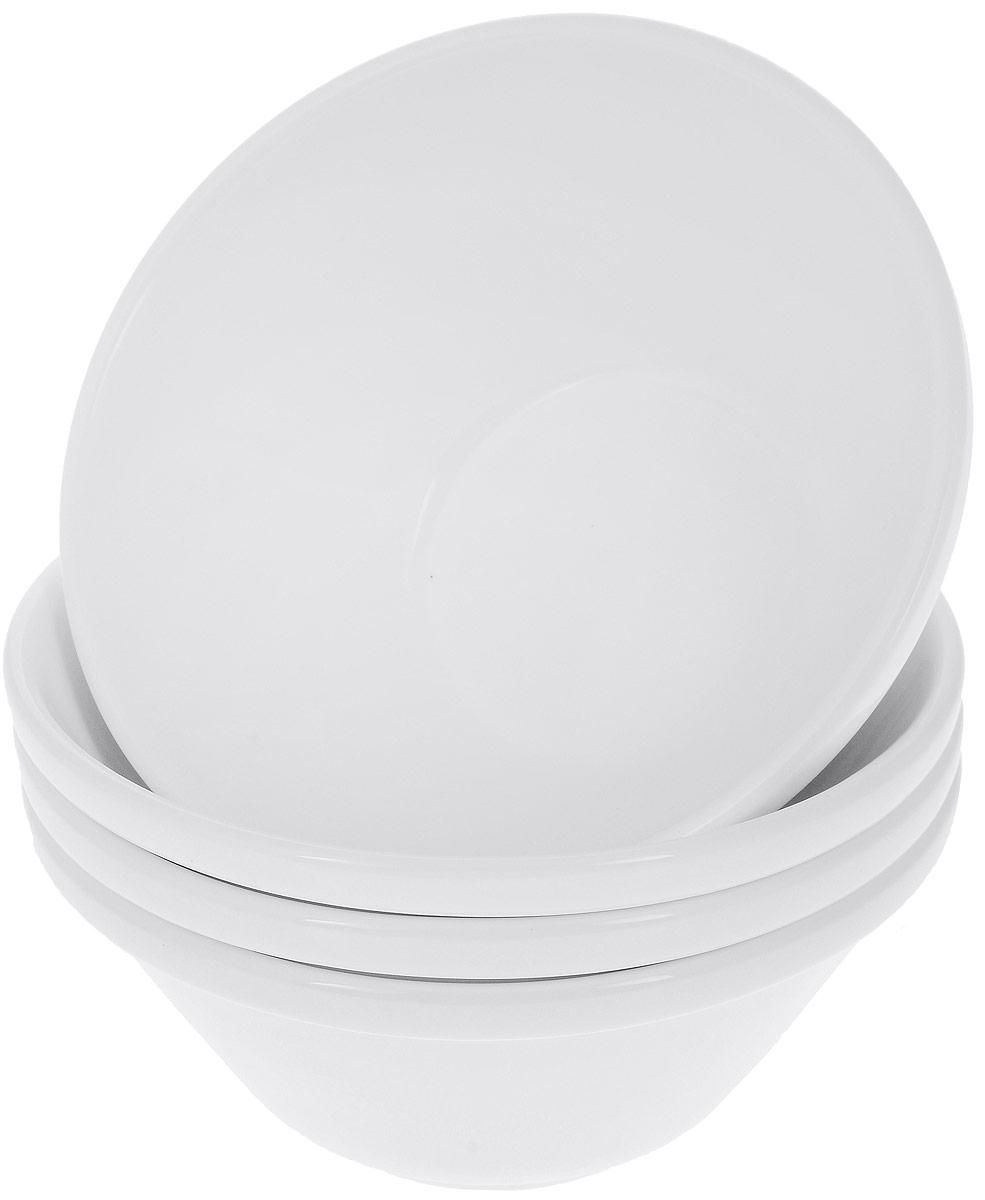 Набор салатников Wilmax, диаметр 15 см, 4 шт54 009312Набор Wilmax состоит из 4 круглых салатников, выполненных из высококачественного фарфора. Глазурованное покрытие обеспечивает легкую очистку. Белизна и прочность материала достигаются благодаря добавлению в состав фарфора магния и алюминия, а гладкость и роскошный блеск - результат особой рецептуры глазури. Изделия обладают низкой водопоглощаемостью, высокой термостойкостью, а также экологичностью и долговечностью. Салатники отлично подходят для сервировки закусок, соусов, салатов. Легко штабелируются, что позволяет складывать салатники друг в друга и экономить место при хранении. Салатники практичны, функциональны и имеют лаконичный классический дизайн. Такой набор салатников станет отличным приобретением для вашей кухни. Можно мыть в посудомоечной машине и использовать в микроволновой печи. Диаметр салатника (по верхнему краю): 15 см. Высота салатника: 7 см.