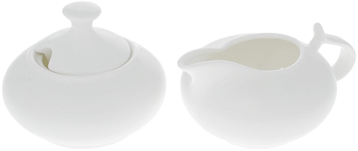Набор Wilmax: сахарница, молочник. WL-995025 / 2C115510Набор Wilmax состоит из сахарницы и молочника, выполненных из высококачественного фарфора. Глазурованное покрытие обеспечивает легкую очистку. Белизна и прочность материала достигаются благодаря добавлению в состав фарфора магния и алюминия, а гладкость и роскошный блеск - результат особой рецептуры глазури. Изделия обладают низкой водопоглощаемостью, высокой термостойкостью и ударопрочностью, а также экологичностью и долговечностью. Оригинальный дизайн и качество исполнения сделают такой набор настоящим украшением стола к чаепитию. Он удобен в использовании и понравится каждому. Можно мыть в посудомоечной машине и использовать в микроволновой печи. Объем молочника: 250 мл. Размер молочника: 10 х 14 х 6 см. Объем сахарницы: 250 мл. Диаметр сахарницы (по верхнему краю): 6,5 см. Высота сахарницы (без учета крышки): 5 см. Высота сахарницы (с учетом крышки): 8 см.