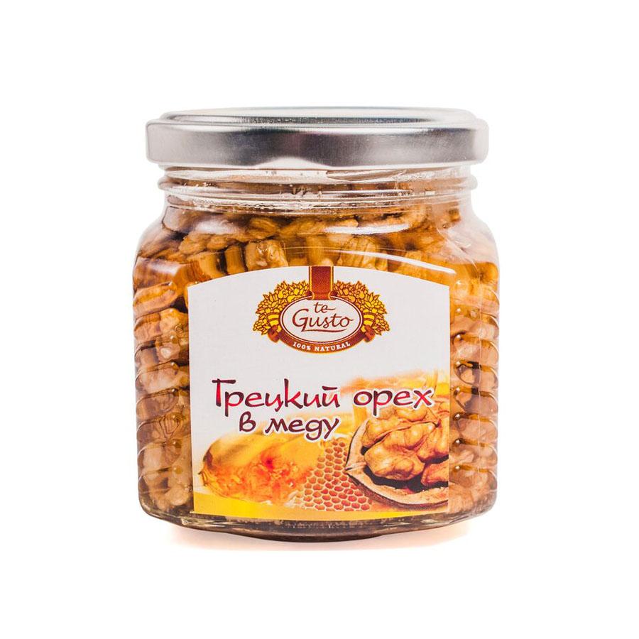 te Gusto Грецкие орехи в меду, 300 г0120710Грецкий орех в меду - натуральный продукт, приготовленный из высококачественных сортов мёда и ядра грецкого ореха. Фармакологическое действие:Грецкий орех в меду оказывает на организм комплексное воздействие, обусловленное действием мёда и ядра грецкого ореха. Грецкий орех содержит витамины А, Е, С, В1, В2, В6, В12, микроэлементы, легко усваиваемые белки, растительные жиры. Богатый состав мёда определяет широкий спектр его фармакологических эффектов - антибактериального, противовирусного, противовоспалительного, иммуностимулирующего и других. Грецкий орех в меду ликвидирует недостаток витаминов и микроэлементов, повышает сопротивляемость организма, регулирует обменные процессы. Укрепляет сосуды, обладает антисклеротическим и антианемическим действием, нормализует состав крови. Благотворно влияет на работу центральной и периферической нервной системы.