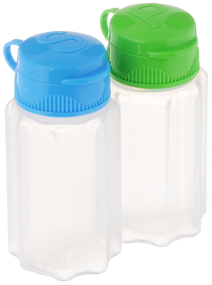 Набор для соли и перца Sistema TO GO, цвет: прозрачный, голубой, салатовый, 35 мл, 2 штВетерок 2ГФНабор для соли и перца Sistema TO GO состоит из двух прозрачных емкостей, выполненных из безопасного пищевого пластика. Изделия снабжены цветными крышками, которые не позволяют специям просыпаться. Такой набор очень удобно брать с собой на пикник или в поездку. Размеры емкости: 3,5 х 3,5 х 7 см.