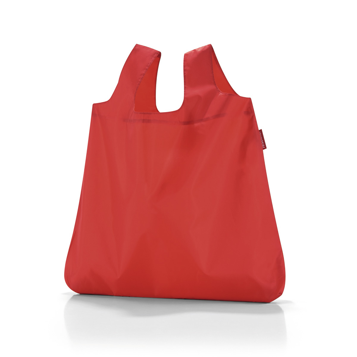 Сумка складная женская Reisenthel Mini maxi shopper red, цвет: красный. AO3004A-B86-05-CВ европейских странах люди давно отказались от одноразовых пластиковых пакетов ради сохранения окружающей среды. Так что абсолютно все ходят за продуктами с авоськами, одна другой симпатичнее. Последуем их примеру, тем более, что такая сумка может складываться в компактный чехольчик, который поместится куда угодно. Она вседа с вами.Объем - 15 литров. Удобные широкие ручки. Размер в сложенном состоянии - 10,5 х 5 х 2 см.