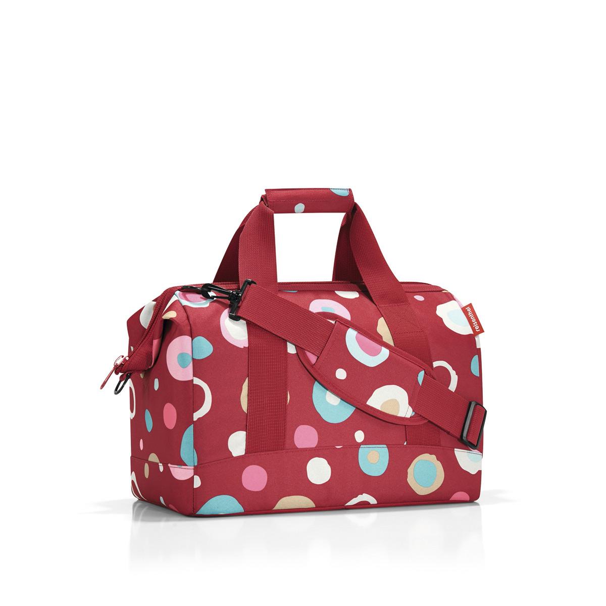 Сумка женская Reisenthel Allrounder M funky dots 2, цвет: красный. MS304823008Сумка хоть куда - и в путешествие, и в спортзал. Вместит все, от носков до пиджака. Приятные объемные стенки и дно создают силуэт, напоминающий старинные врачебные сумки. Застегивается на молнию, плюс внутрь встроены металлические скобы, фиксирующие ее в открытом состоянии. Внутри 6 кармашков для организации вещей. Две удобные ручки и ремень регулируемой длины позволяют носить сумку так, как вам удобно. Объем - 18 литров.