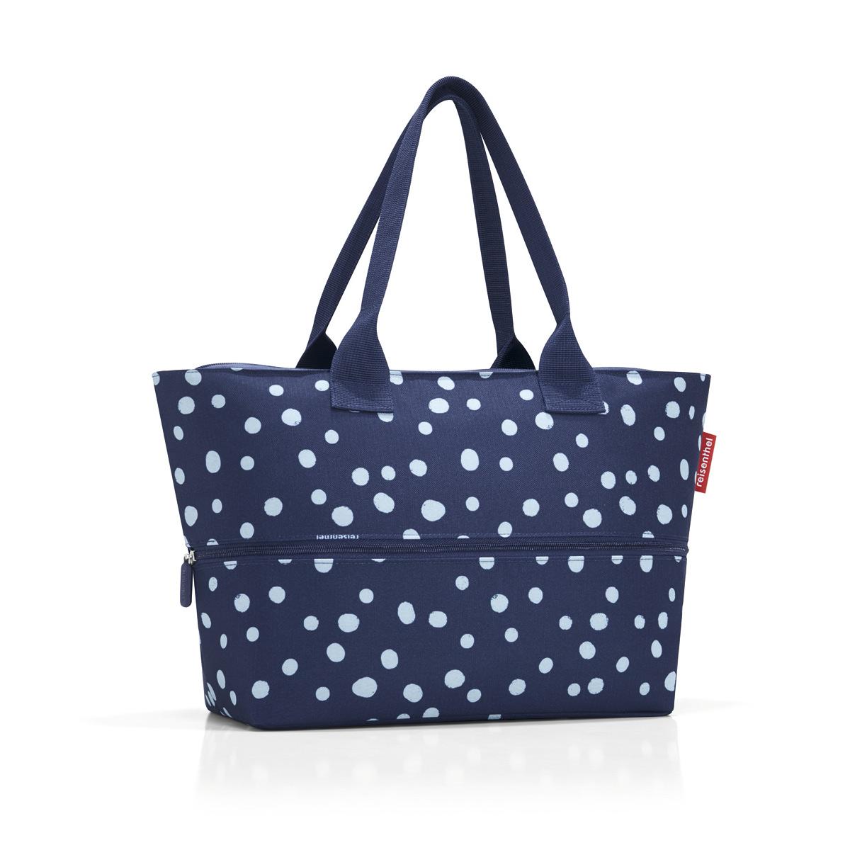 Сумка-шоппер женская Reisenthel Shopper E1 spots navy, цвет: темно-синий, белый. RJ4044S76245Удобная сумка для шоппинга и путешествий, способная изменять свой размер. - в основе конструкции - специальная молния, расстегнув которую вы увеличиваете вместимость сумки с 12 до 18 литров;- внутри предусмотрен карман на молнии для мелочей;- две удобные ручки для ношения на плече.