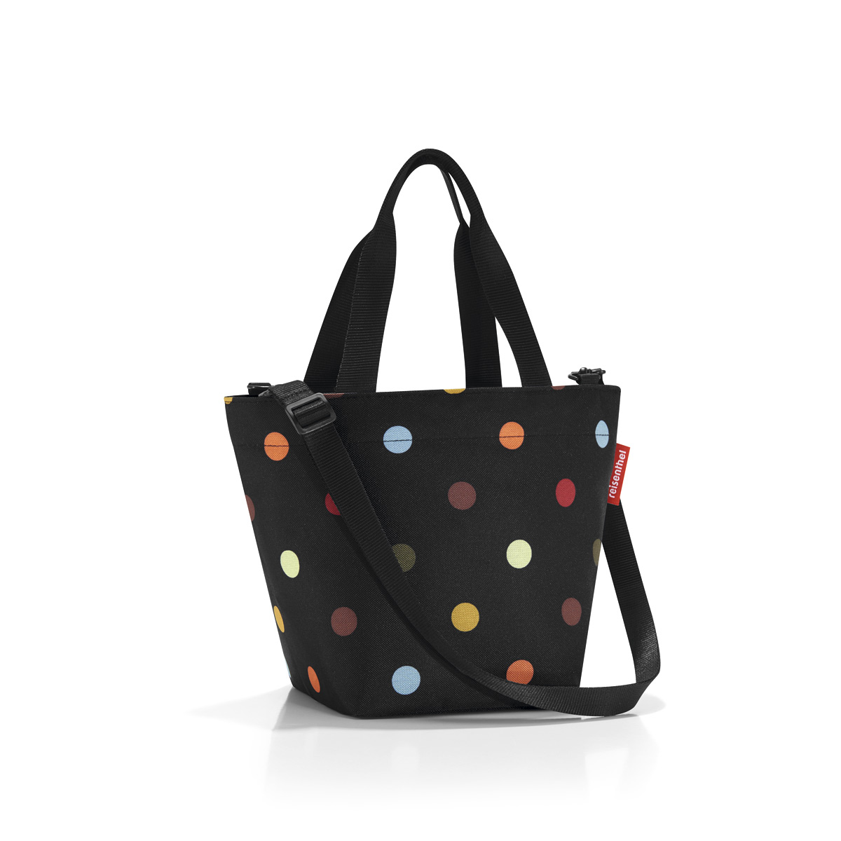 Сумка-шоппер женская Reisenthel Shopper XS dots, цвет: черный. ZR7009A-B86-05-CСимпатичная сумка для повседневного использования: широкие удобные лямки для переноски в руках и удобный плечевой ремешок с регулируемой длиной, который можно отстегнуть.Объем 4 литра позволяет вместить все необходимые мелочи. Застегивается на молнию. Внутри - кармашек на молнии.