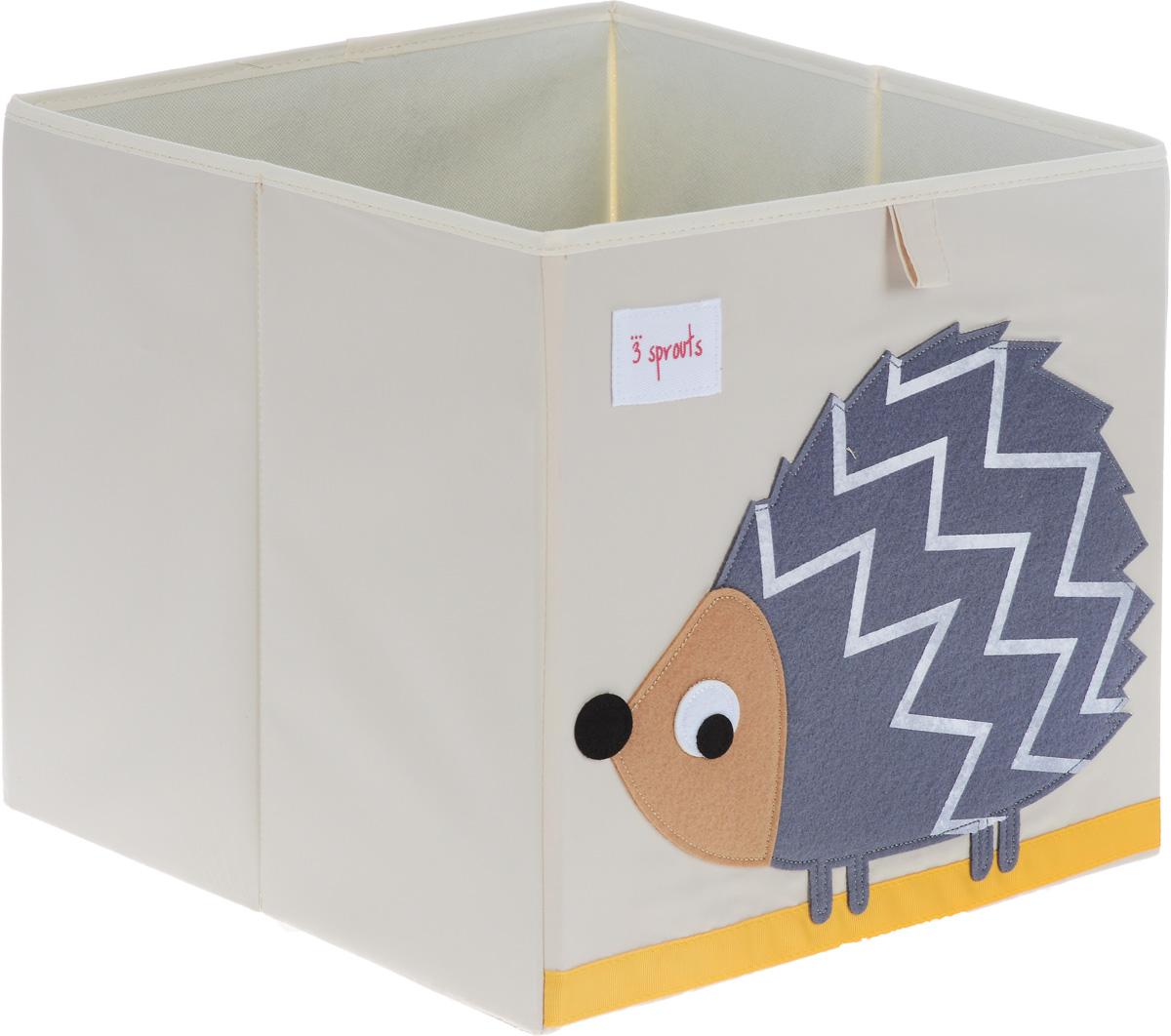 3 Sprouts Коробка для хранения Ежик790009Универсальная коробка для хранения 3 Sprouts Ежик - это отличный вариант организации пространства любой комнаты.Стороны коробки усилены с помощью картона, поэтому она всегда стоит ровно. Помещается практически во все стеллажи с квадратными отсеками и добавляет озорства любой комнате. Стоит ли коробка отдельно или на полке стеллажа, она обеспечит прекрасную организацию в вашем доме.Уход: снаружи - только выведение пятен.
