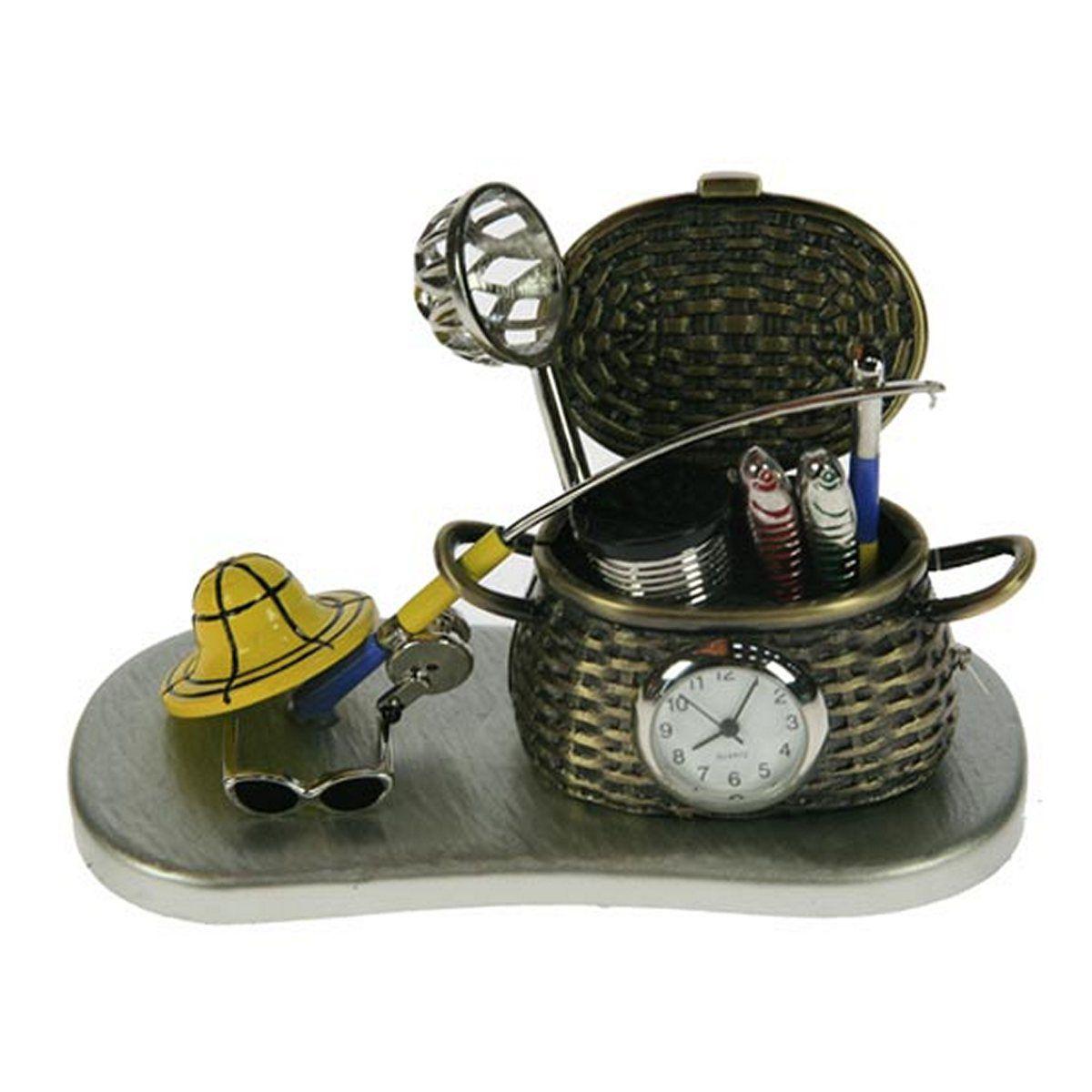 Часы настольные Русские Подарки Рыбалка, 11 х 6 х 7 см. 2240697495Настольные кварцевые часы Русские Подарки Рыбалка изготовлены из металла. Изделие оригинально оформлено в виде рыболовных принадлежностей. Часы имеют три стрелки - часовую, минутную и секундную.Такие часы украсят интерьер дома или рабочий стол в офисе. Также часы могут стать уникальным, полезным подарком для родственников, коллег, знакомых и близких.Часы работают от батареек типа SR626 (в комплект не входят).