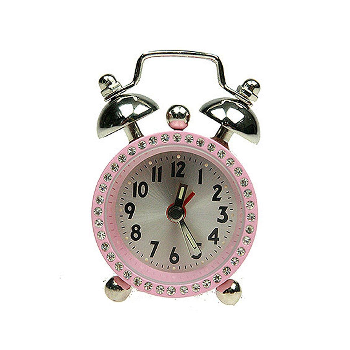 Часы настольные Русские Подарки Будильник. 2243494672Настольные кварцевые часы Русские Подарки Будильник изготовлены из металла. Корпус оформлен стразами. Часы имеют три стрелки - часовую, минутную и стрелку завода.Изящные часы красиво и оригинально украсят интерьер дома или рабочий стол в офисе. Также часы могут стать уникальным, полезным подарком для родственников, коллег, знакомых и близких.Часы работают от батареек типа SR626 (в комплект не входят).
