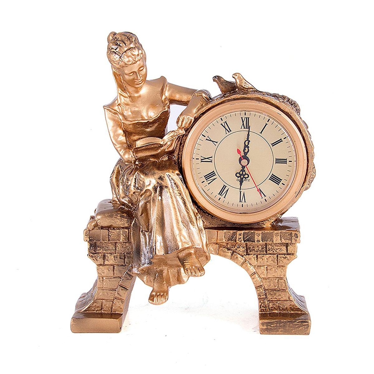 Часы настольные Русские Подарки Дама с книгой, 25 х 20 см. 5941794672Настольные кварцевые часы Русские Подарки Дама с книгой изготовлены из полистоуна. Корпус оформлен фигуркой девушки, читающей книгу. Часы имеют три стрелки - часовую, минутную и секундную.Изящные часы украсят интерьер дома или рабочий стол в офисе. Также часы могут стать уникальным, полезным подарком для родственников, коллег, знакомых и близких.Часы работают от батареек типа АА (в комплект не входят).