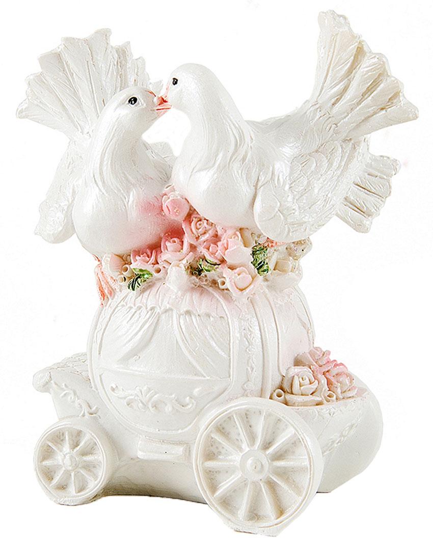 Фигурка декоративная Win Max Свадебные голуби, 10 х 5 х 12 смБрелок для ключейДекоративная фигурка Win Max Свадебные голуби изготовлена из полистоуна. Изделие представляет собой фигурку двух голубей. Такая фигурка идеально впишется в свадебный интерьер в качестве украшения и будет радовать вас своим видом в самый важный день в вашей жизни.