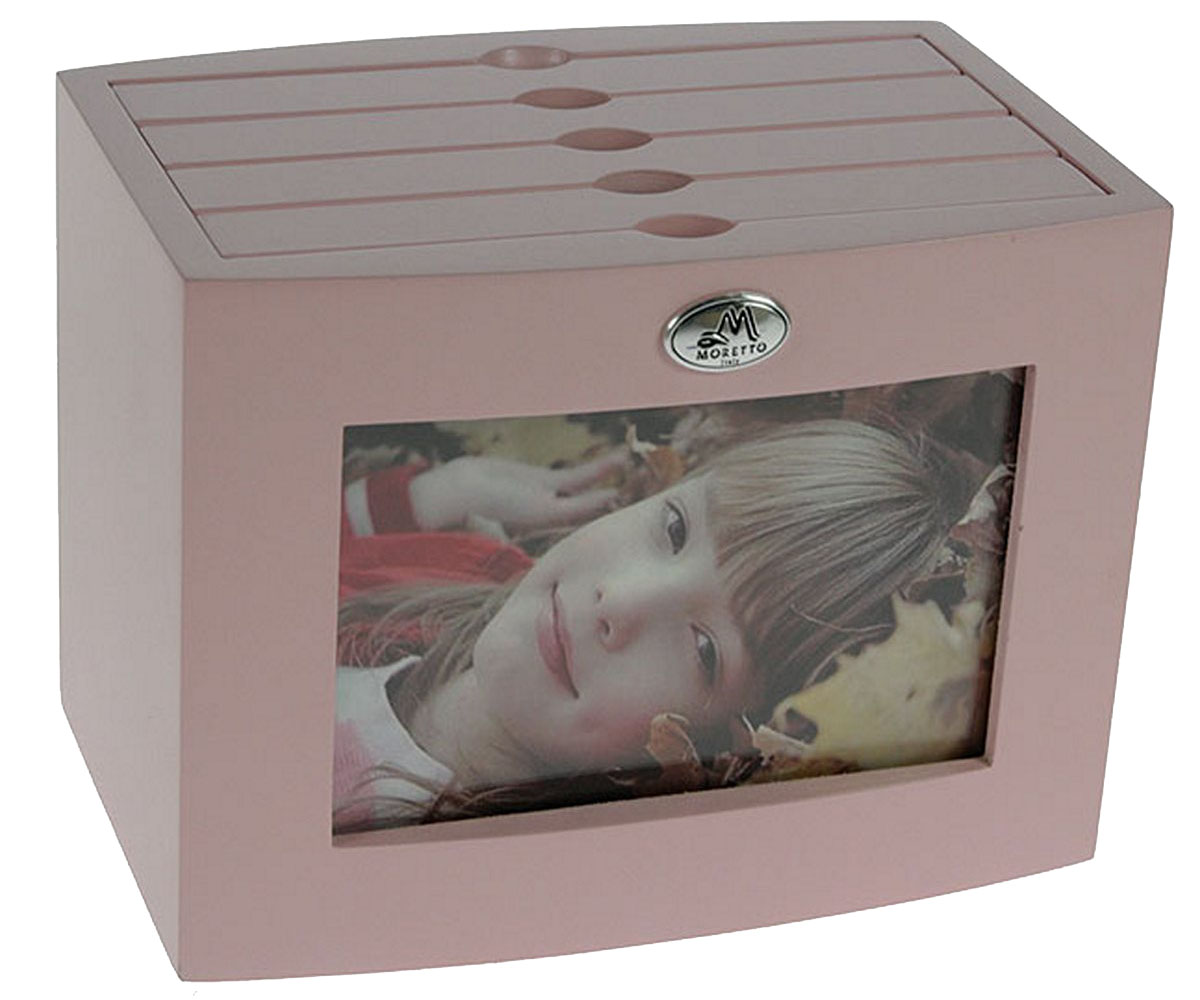 Архивный фотоальбом Moretto, на 96 фото, 10 x 15 см. 138012138012Оригинальный архивный фотоальбом Moretto, рассчитанный на 96 фотографий, выполнен в виде деревянного бокса. Бокс содержит 4 альбома, каждый из которых рассчитан на 24 фотографии форматом 10 х 15 см, а также на лицевой стороне имеет отделение для дополнительной фотографии.Такой архивный альбом станет достойным украшением вашего интерьера и будет уникальным подарком вашим друзьям.