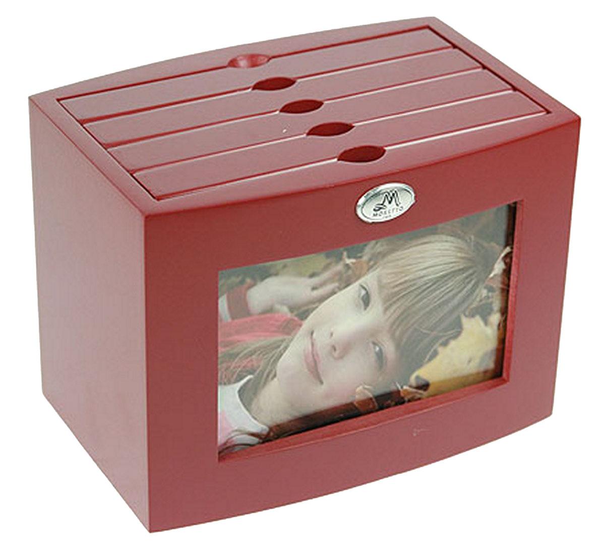 Архивный фотоальбом Moretto, на 96 фото, 10 x 15 см. 13804974-0120Оригинальный архивный фотоальбом Moretto, рассчитанный на 96 фотографий, выполнен в виде деревянного бокса. Бокс содержит 4 альбома, каждый из которых рассчитан на 24 фотографии форматом 10 х 15 см, а также на лицевой стороне имеет отделение для дополнительной фотографии.Такой архивный альбом станет достойным украшением вашего интерьера и будет уникальным подарком вашим друзьям.