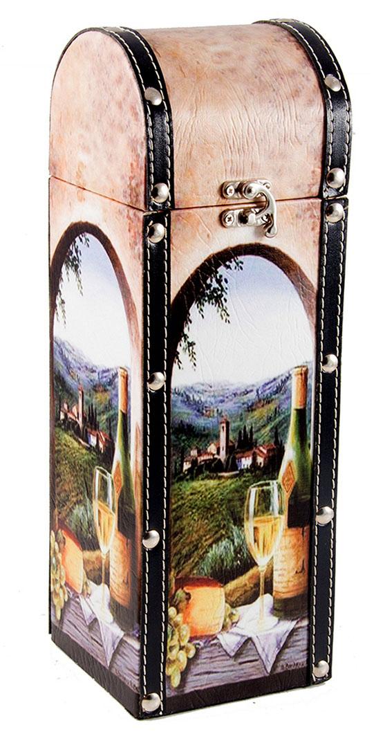 Шкатулка Roura Decoracion Сундучок, под бутылку, 12 х 12 х 35 см. 3471834718Шкатулка Roura Decoracion Сундучок предназначена для хранения бутылок с вином. Она не оставит равнодушным ни одного любителя оригинальных вещей. Данная модель надежно закрывается на металлический замок. Сочетание оригинального дизайна и функциональной вещи.