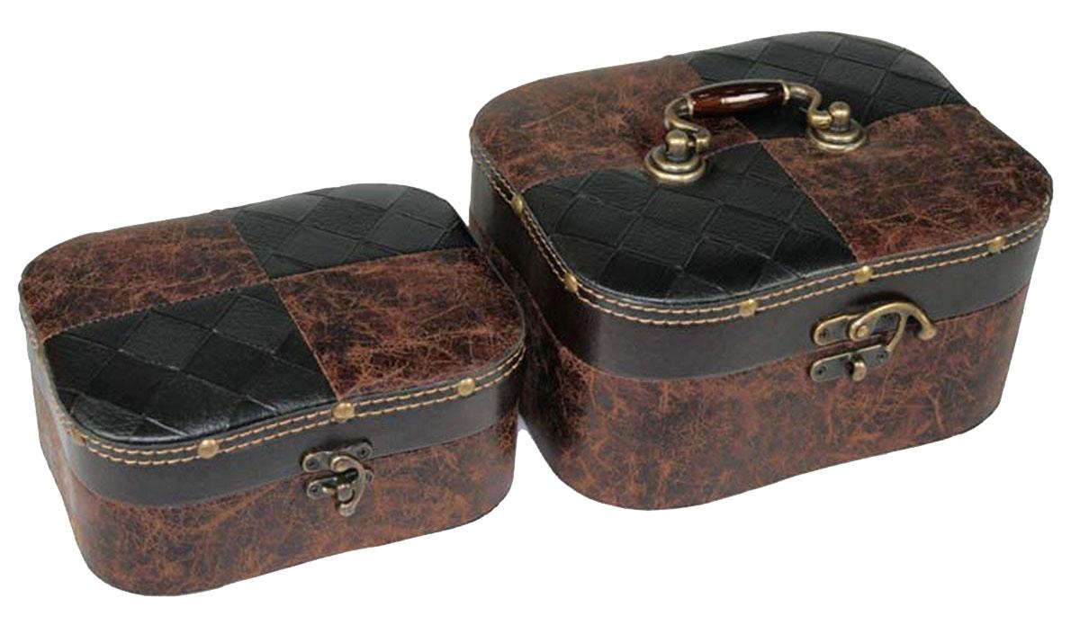 Набор сундучков Win Max, 23 х 19 х 11 см, 2 шт. 83573FS-91909Набор Win Max состоит из двух оригинальных сундучков разных размеров. Каждый сундучок выполнен из МДФ и искусственной кожи. Сундучки надежно закрываются на металлический замок. Набор сундучков Win Max, непременно, понравится всем любителям изысканных вещей. В них можно хранить памятные предметы, документы или любые другие мелочи.Сочетание оригинального дизайна и функциональности делает набор сундучков Win Max практичным и стильным подарком и предметом гордости его обладателя.