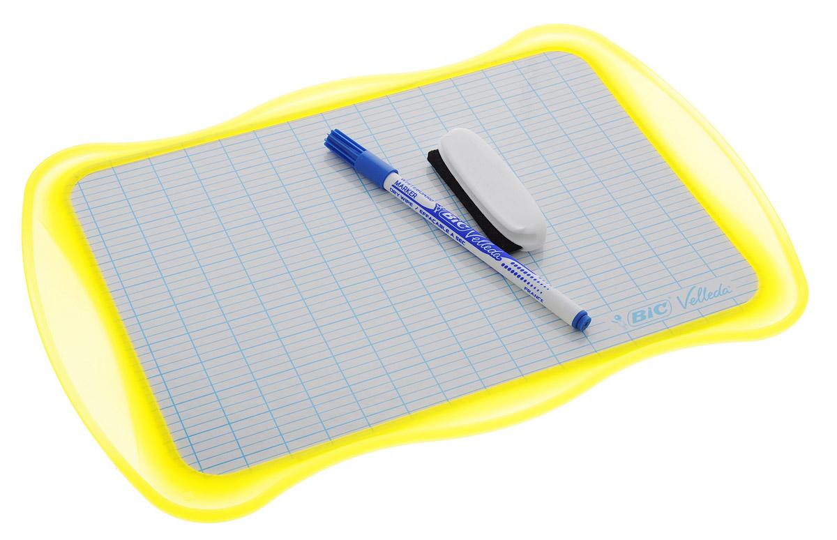 Bic Доска для рисования Velleda цвет желтыйFS-00897Двухсторонняя доска для рисования Bic Velleda сделает занятия с ребенком энергичными, яркими и запоминающимися, ведь писать и рисовать на ней намного интереснее, чем в классической тетрадке.Доска выполнена из плотного и качественного материала. Одна сторона доски белая, другая разлинована в голубую линейку. Доска предназначена для многократного нанесения информации - достаточно стереть записи губкой, входящей в комплект. В комплект входит маркер синего цвета. Маркер крепится к доске с помощью специального держателя.