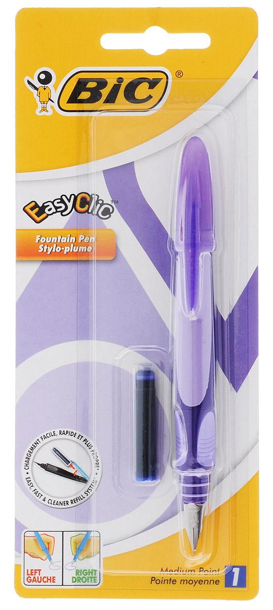 Bic Ручка перьевая Easy Click Classic цвет корпуса фиолетовый72523WDПерьевая ручка Easy Click Classic в эргономичном пластиковом корпусе станет отличным подарком, как школьнику, так и взрослому человеку. Перо из стали обеспечивает равномерную подачу чернил. Стальной иридиевый пишущий узел позволяет чертить линии толщиной 0,5 мм. Ручка дополнена колпачком с удобным клипом. Ручка одинаково удобна для письма как левой, так и правой рукой. Ручка снабжена инновационной удобной системой замены картриджа. В комплекте с ручкой имеется картридж с синими чернилами.