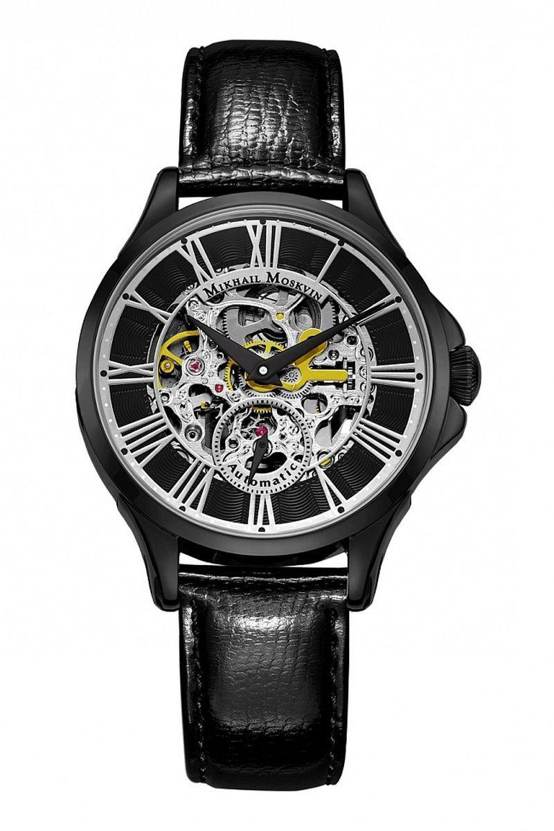 Часы наручные мужские Mikhail Moskvin, цвет: черный. 1234A11L1BM8434-58AEКачественные часы-скелетоны Mikhail Moskvin изготовлены из различных элементов, которые гармонично воздействуют между собой.Черное покрытие высокого качества выполнено по современным технологиям ионного напыления и придает стойкость к коррозии. Тонкий 40-миллиметровый венчик дополняют скругленные предохранители по бокам заводной головки и изогнутые уши с гранями. Блеск полированного корпуса перекликается с серебристой накладкой циферблата в виде римских цифр, развернутых от окна, открывающего сложный механизм. Механический механизм имеет систему автоподзавода, вынесенную секундную стрелку и запас хода 35 часов. Черные заостренные стрелки контрастно выделяются на фоне резной платины. Модель комплектуется крышкой из гипоаллергенной нержавеющей стали с прозрачной вставкой. Минеральное стекло с сапфировым напылением устойчиво к царапинам. Черный ремень изготовлен из натуральной кожи высокого качества. Стальная застежка – гарантия надежности фиксации ремня на запястье.