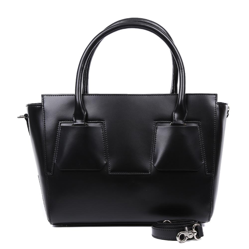 Сумка женская Leo Ventoni, цвет: черный. 2300444623008Элегантная сумка от итальянского бренда Leo Ventoni выполнена из натуральной плотной кожи, которая держит форму и имеет невероятно мягкую фактуру. Классический черный цвет, элегантные геометрические вставки и фурнитура в цвете никель придадут вашему образу нотки изысканности и подчеркнут неповторимый стиль. Сумка имеет одно вместительное отделение, которое разделено на два отсека карманом на молнии. Внутри сумки вы с легкостью сможете расположить свой сотовый телефон и другие женские мелочи с помощью удобных и вместительных карманов. Модель не вмещает формат A4, в комплекте имеется наплечный ремень, с помощью которого аксессуар можно носить на плече.