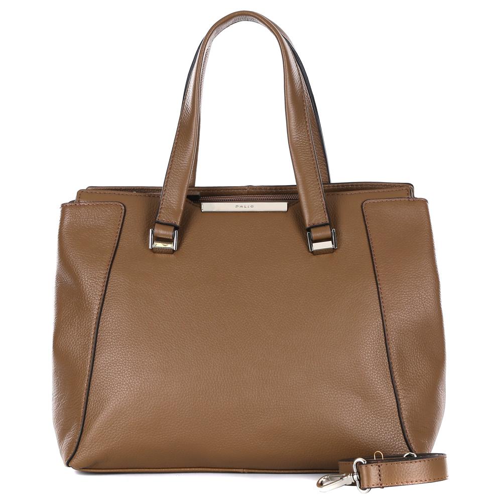 Сумка женская Palio, цвет: коричневый. 14718A-227967-637T-17s-01-42Элегантная сумка от итальянского бренда Palio выполнена из натуральной плотной кожи, которая держит форму и имеет мягкую фактуру. Стильный бледный цвет хаки придаст вашему образу нотки элегантности и женственности. Фурнитура выполненная в золотом цвете, стильные кожаные брелки и обработка края в черном цвете дополнили модель и превратили ее в незаменимый аксессуар, который подойдет, как для будничных дней, так и для особых случаев. Сумка имеет одно отделение, которое разделено на два глубоких отсека. Внутри аксессуара вы с легкостью расположите свой сотовый телефон и другие женские мелочи за счет удобных карманов. Изделие вмещает формат A4. На тыльной стороне дизайнеры разместили вместительный карман, который закрывается на стильную молнию с кожаным поводком. В комплекте аксессуар имеет тонкий кожаный ремешок, с помощью которого, вы сможете стать самой неотразимой и стильной в любой компании.
