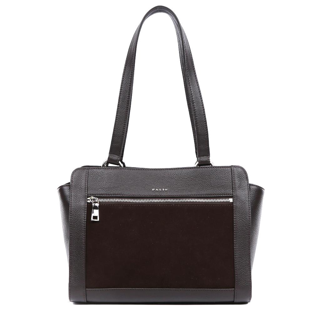 Сумка женская Palio, цвет: темно-коричневый. 14701A-W2-778/778S76245Невероятно изысканная сумка от итальянского бренда Palio выполнена из натуральной плотной кожи с элегантной замшевой вставкой и роскошным тиснением под рептилию. Классический черный цвет, фурнитура выполненная под серебро и уникальное сочетание разных фактур на кожи создают настоящий и невероятно актуальный в этом сезоне шедевр, который без сомнения подчеркнет вашу аристократичность и статусность. Удобное крепление ручек, стильный лицевой карман, - все это дополнит ваш изящный образ. Сумка имеет одно вместительное отделение, которое разделено карманом на молнии. Внутри аксессуара вы с легкостью расположите свой сотовый телефон и другие женские мелочи за счет удобных карманов. На тыльной стороне модели дизайнеры разместили вместительный карман, который закрывается на стильную молнию с кожаным поводком. Сумка с легкостью вмещает формат A4.