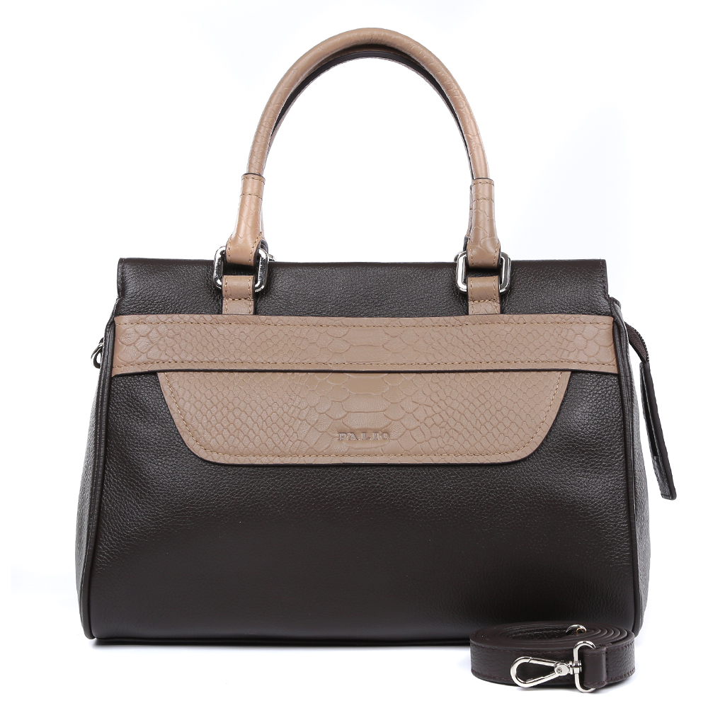 Сумка женская Palio, цвет: темно-коричневый, бежевый. 14470AR-W1-778/2148-2Женская сумка от итальянского бренда Palio выполнена из натуральной кожи, которая имеет плотную и приятную на ощупь фактуру. Классический черный цвет в сочетании с бежевым оттенком дополнят любой современный образ. Элегантная вставка под рептилию придает аксессуару невероятную стильность и актуальность в нынешнем сезоне. Внутри вы сможете расположить жеские мелочи и сотовый телефон с помощью удобных карманов. Аксессуар очень компактен, не вмещает формат А4, в комплекте имеется удобный наплечный ремень. Фурнитура- серебро.