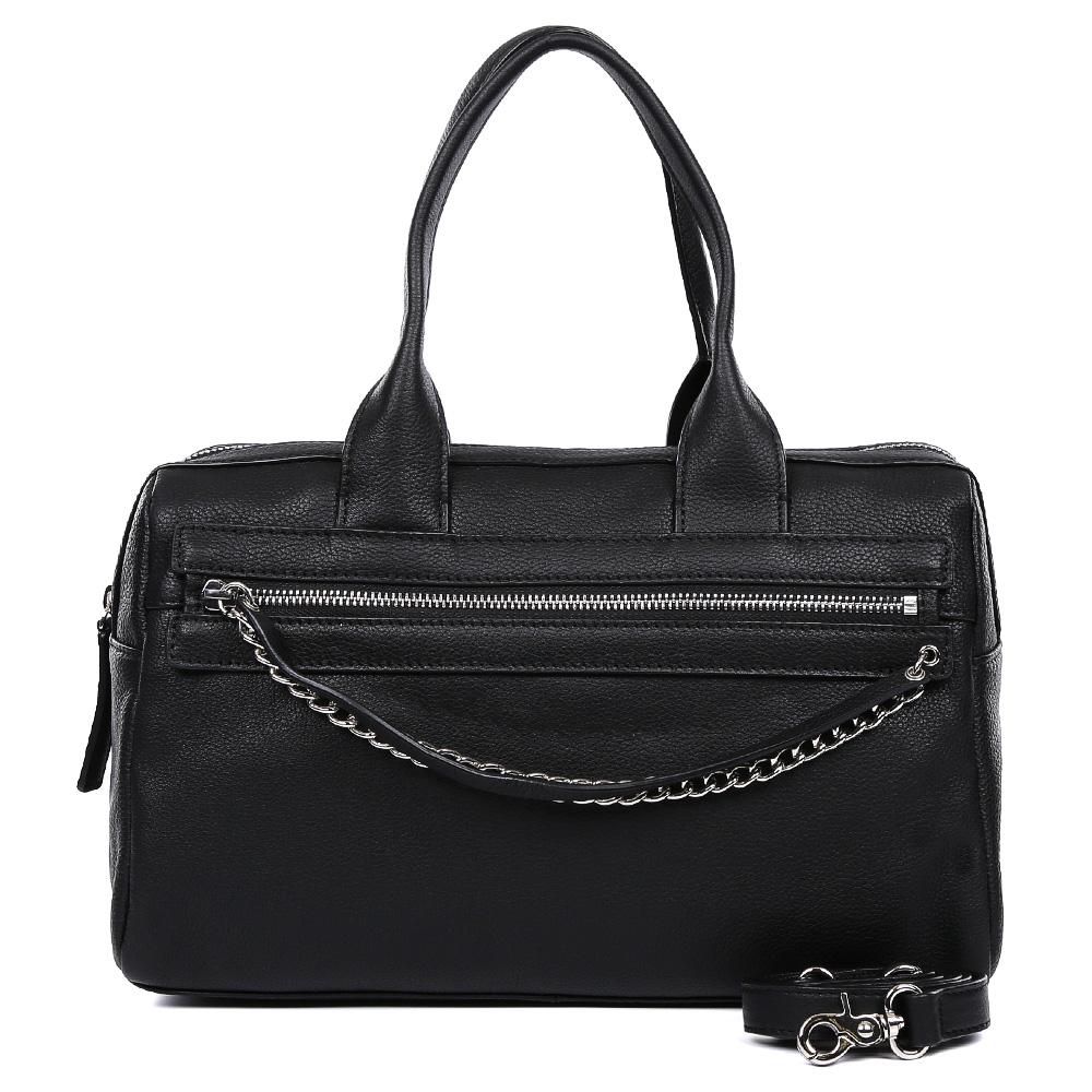 Сумка женская Leo Ventoni, цвет: черный. 2300444471069с-2Стильная сумка от итальянского бренда Leo Ventoni выполнена из натуральной плотной кожи, которая держит форму и имеет невероятно мягкую и пористую фактуру. Классический и насыщенный синий цвет, элегантные цепочки в серебряном цвете, кожаные поводки придадут вашему образу нотки изысканности, а также подчеркнут ваш неповторимый вкус. Сумка имеет одно вместительное отделение, которое закрывается на молнию. Внутри сумки вы с легкостью сможете расположить свой сотовый телефон и другие женские мелочи с помощью удобных и вместительных карманов. Модель не вмещает формат A4, в комплекте имеется наплечный ремень, с помощью которого вы станете самой стильной в любой компании.
