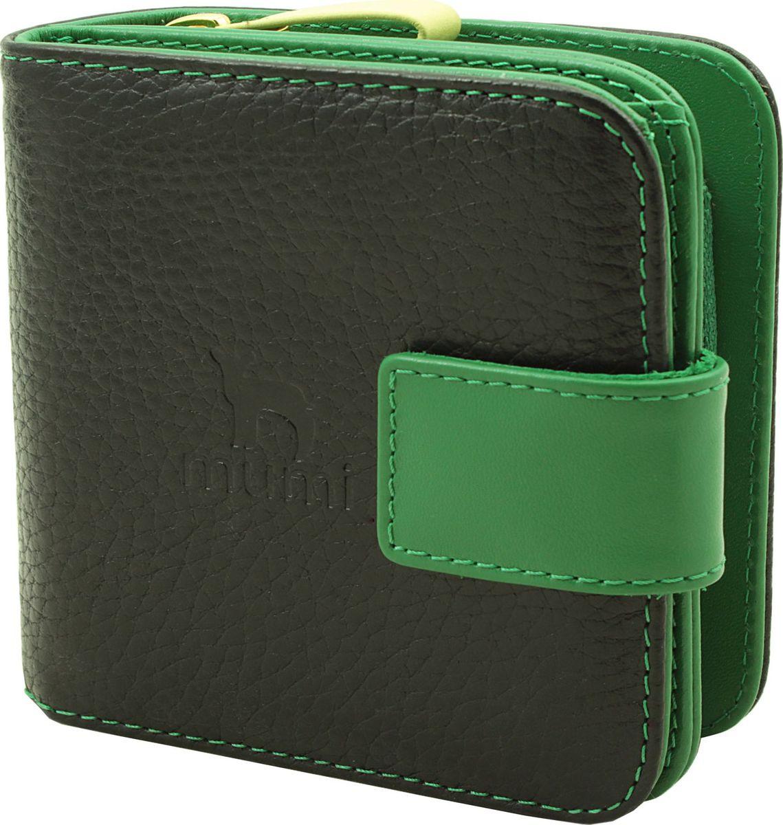 Кошелек Dimanche Mumi, цвет: черный, зеленый. 082381270Кошелек Dimanche выполнен из натуральной кожи зернистой текстуры и оформлен фирменным тиснением. Изделие состоит из двух отделений, одно из которых содержит карман для мелочи и закрывается на молнию. Второе отделение содержит два кармана для купюр, восемь карманов для банковских и дисконтных карт и закрывается хлястиком на кнопку.