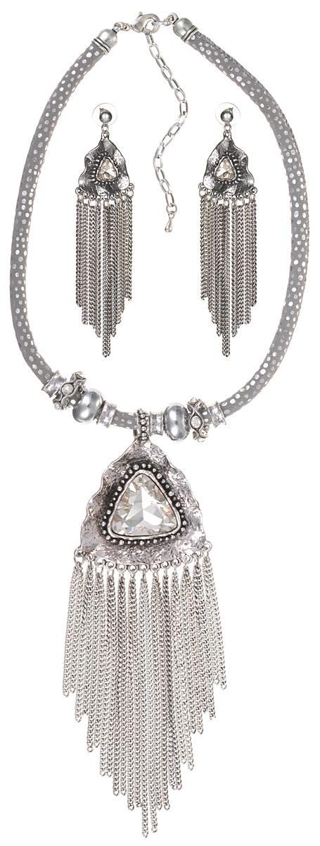 Комплект Стелла: колье и серьги-пусеты. Крупные прозрачные кристаллы, шнурок из искусственной замши, бижутерный сплав серебряного тона. Гонконг, 2000-е гг.Коктейльное кольцоКомплект Стелла: колье и серьги-пусеты.Крупные прозрачные кристаллы, шнурок из искусственной замши, бижутерный сплав серебряного тона. Гонконг, 2000-е гг.Размер: Ожерелье: длина 40 - 48 см, регулируется за счет застежки-цепочки.Серьги: 11.0 x 3.0 см.Сохранность отличная, изделие новое.